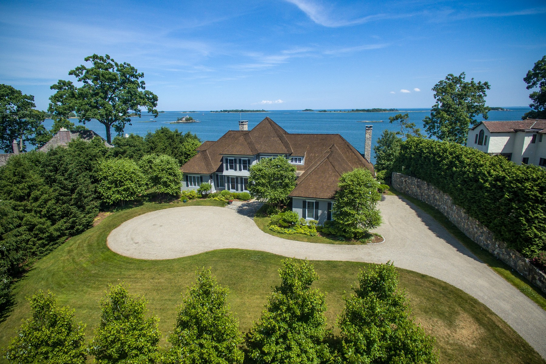 Casa Unifamiliar por un Venta en Wilson Point - Spectacular Waterviews 10 Woodland Road Norwalk, Connecticut, 06854 Estados Unidos