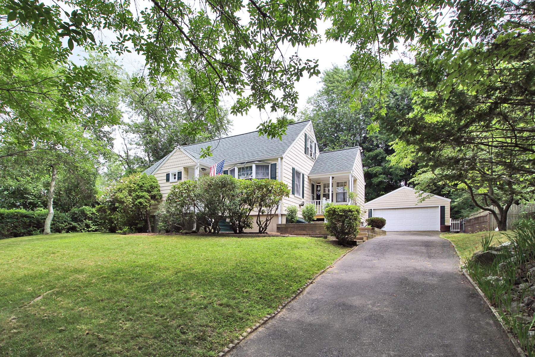 Single Family Home for Sale at Storybook University Area Cape! 86 Valleyview Road Fairfield, Connecticut 06824 United States