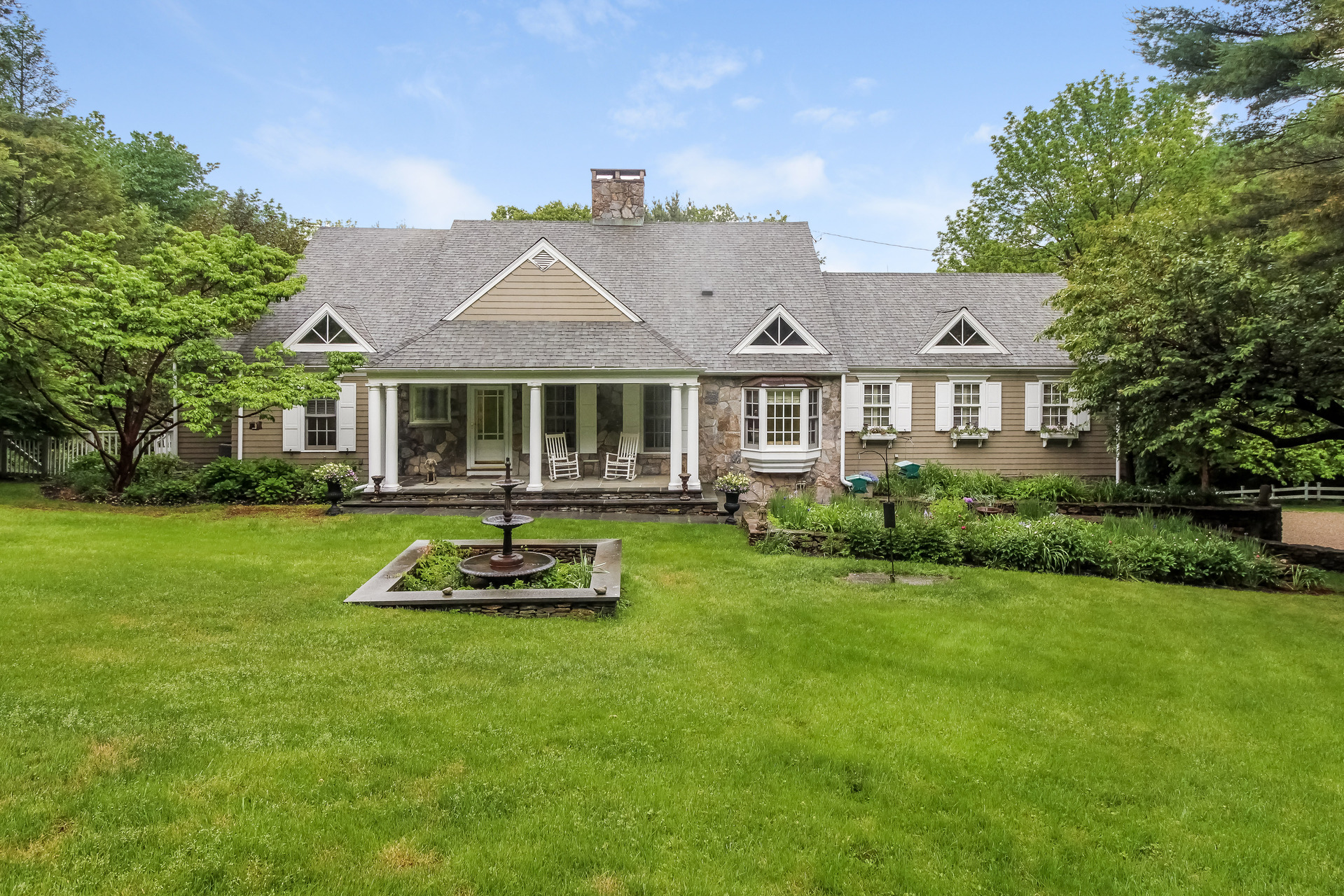 Vivienda unifamiliar por un Venta en 165 Pole Hill Road Bethany, Connecticut 06524 Estados Unidos