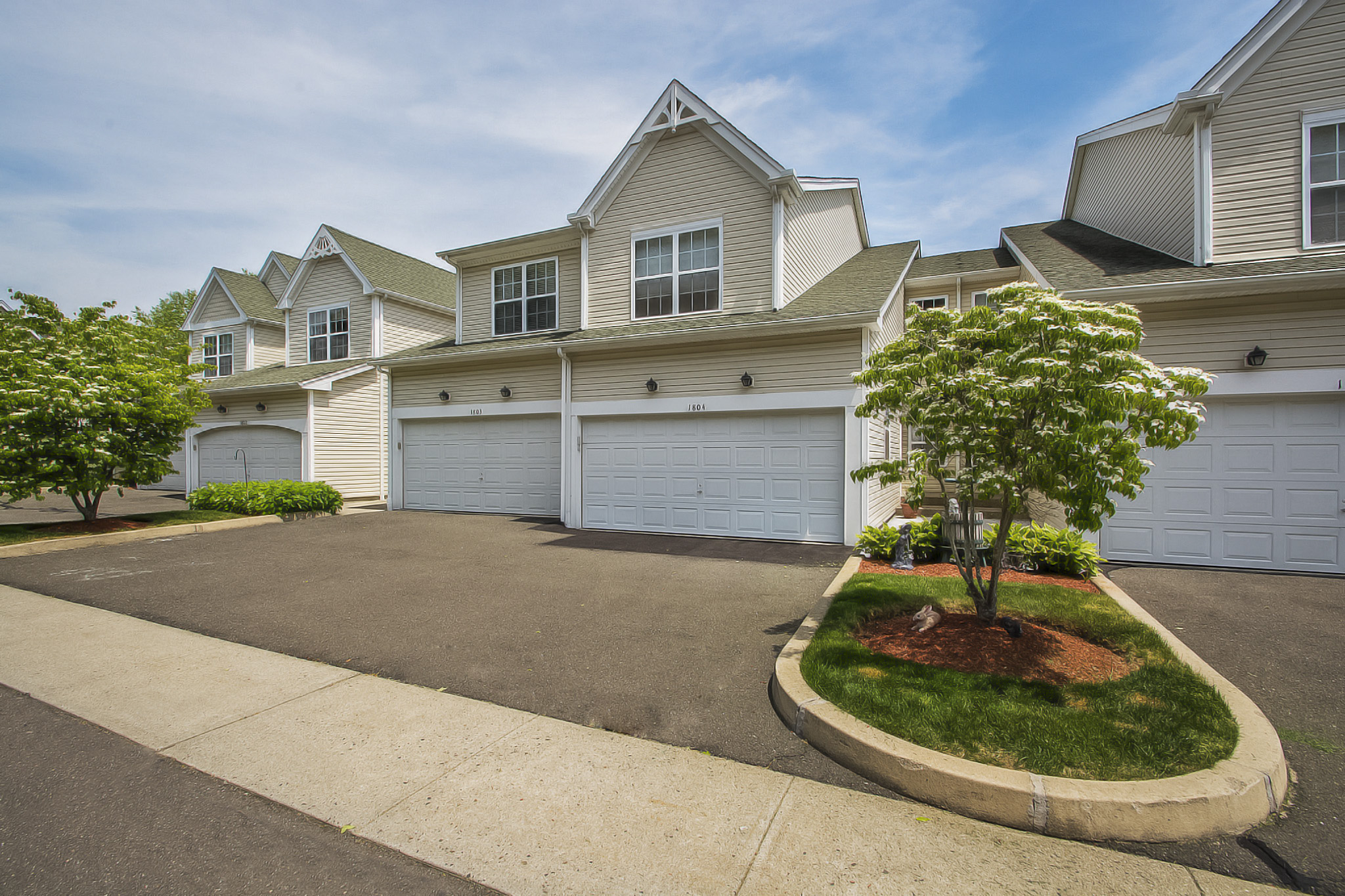 sales property at Tri-Level Townhouse