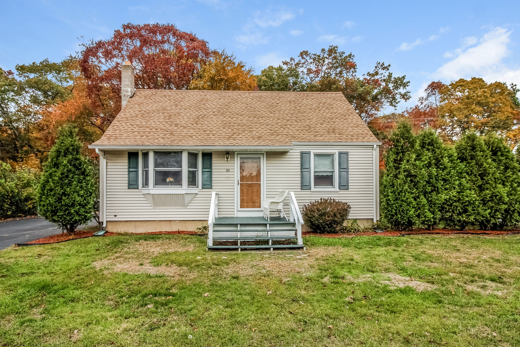 Single Family Home for Sale at Charming Cape 18 Knoll Dr Groton, 06340 United States