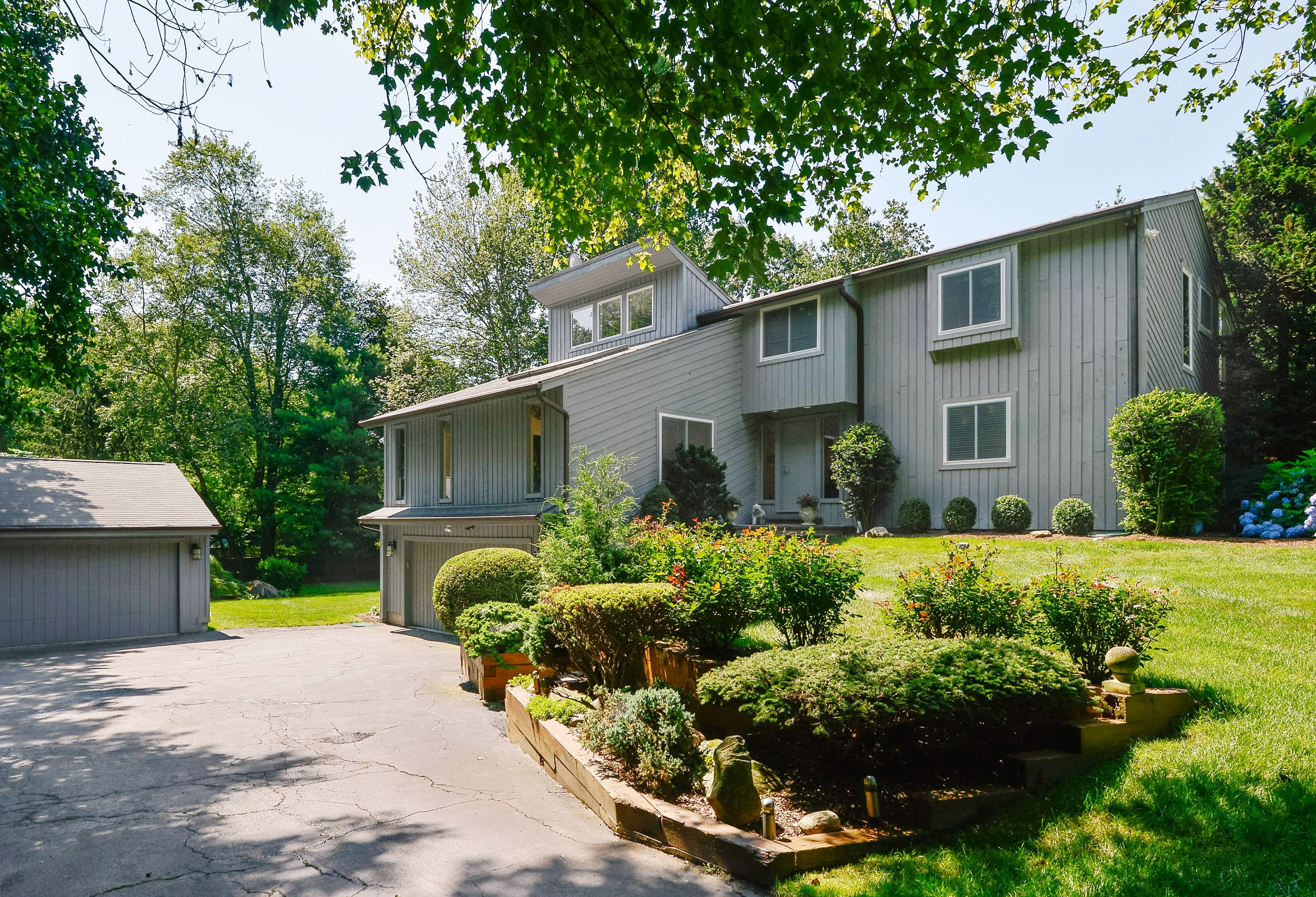 Single Family Home for Sale at Sun-Filled Contemporary 309 Webbs Hill Road Stamford, Connecticut 06903 United States