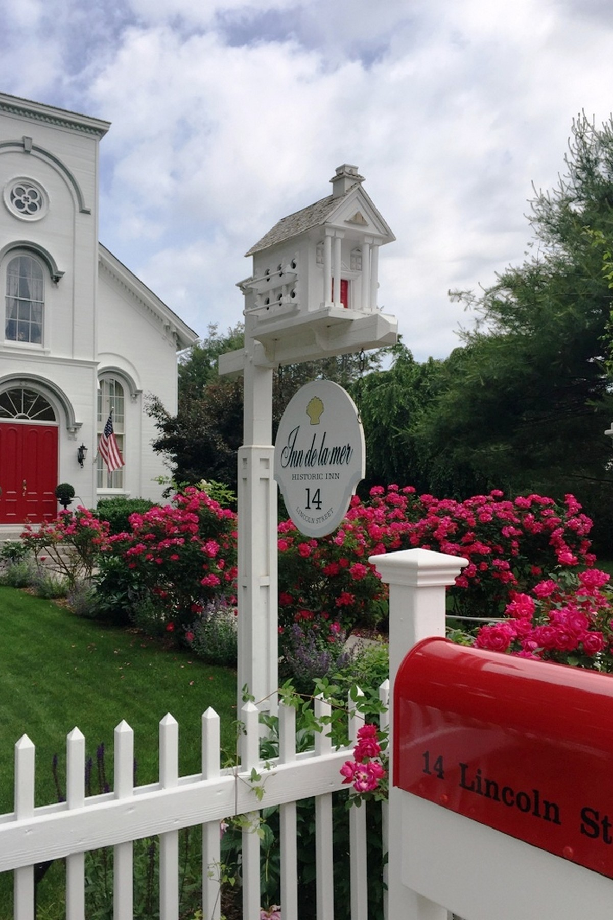 Vivienda unifamiliar por un Venta en Elegant and Historic B&B - Fourteen Lincoln Street 14 Lincoln St East Lyme, Connecticut, 06357 Estados Unidos