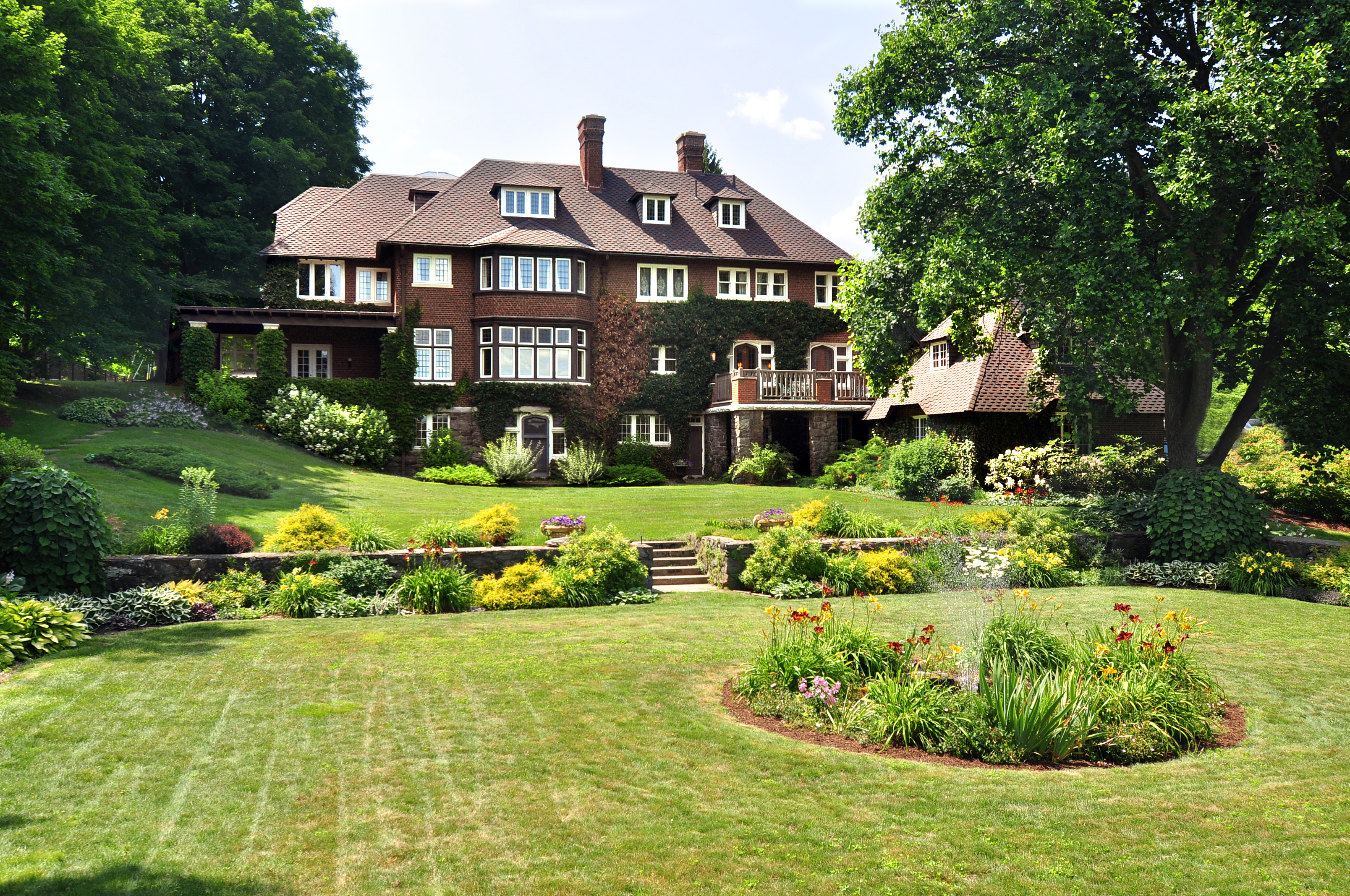 独户住宅 为 销售 在 11-Acre Estate, Tudor Masterpiece, Golf Course Living 575 South Street Pittsfield, 马萨诸塞州 01201 美国