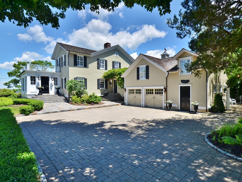 Villa per Vendita alle ore Historic Home with Views of the Ct. River 184 North Cove Road Old Saybrook, Connecticut 06475 Stati Uniti