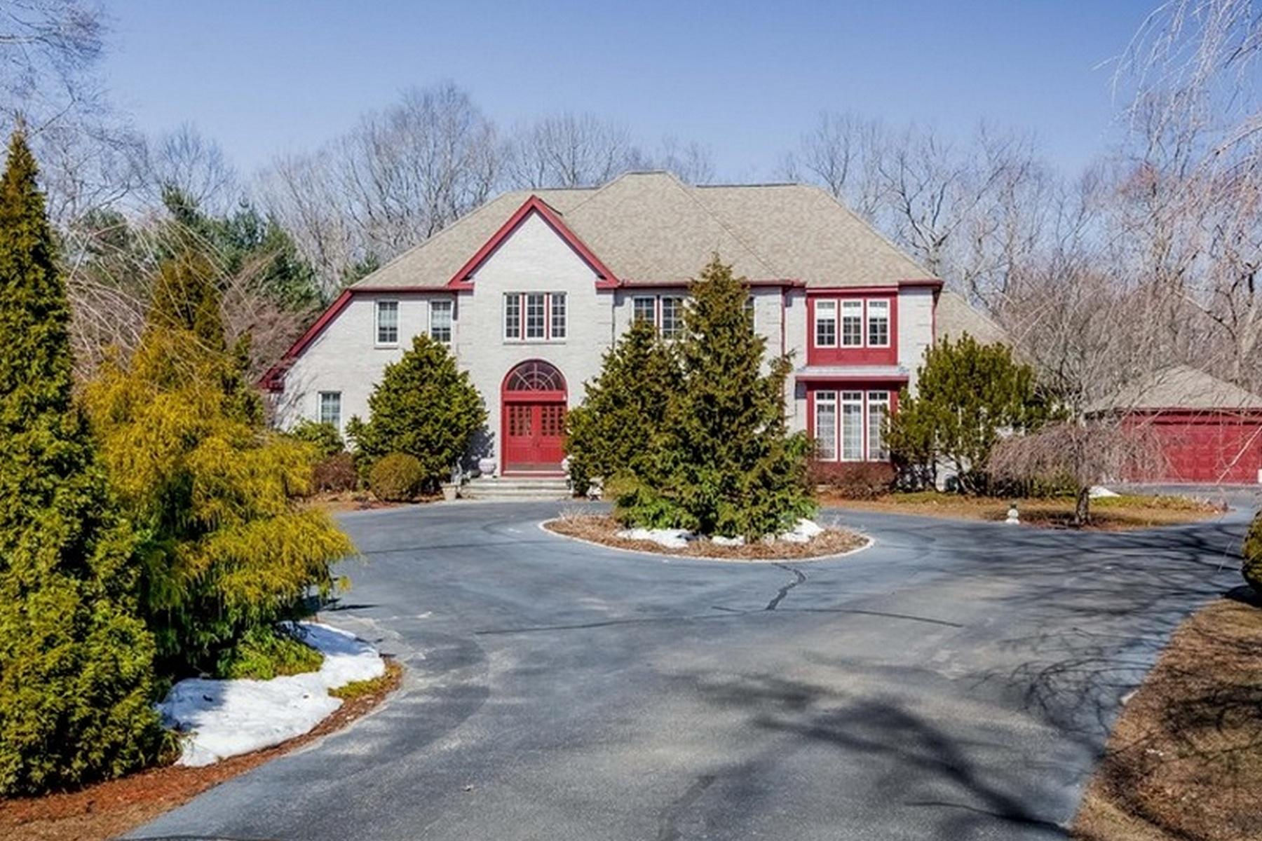 Casa Unifamiliar por un Venta en Gracious Brick Colonial 7 Laurel Hollow Rd Guilford, Connecticut, 06437 Estados Unidos