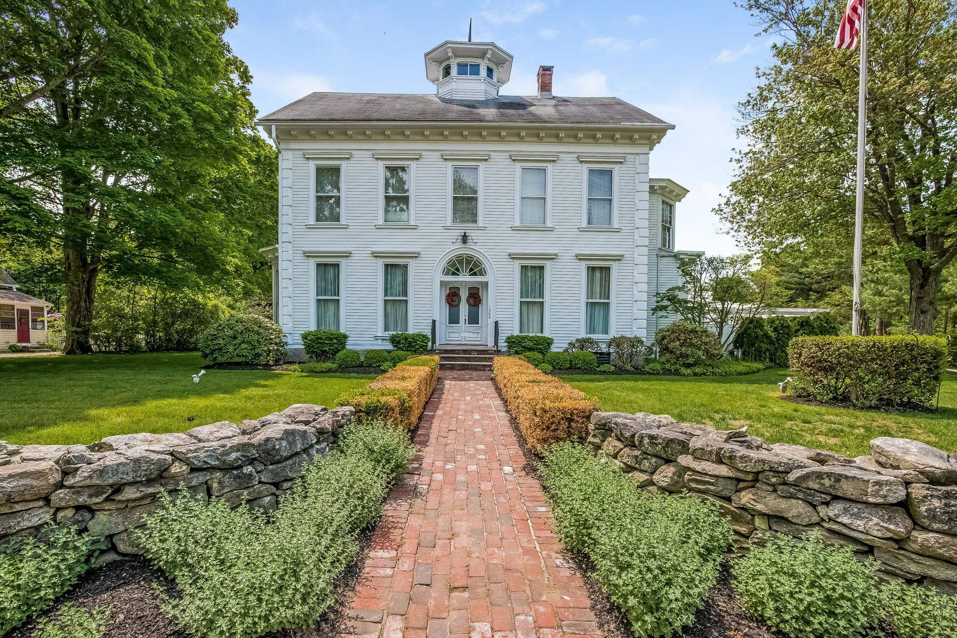 Maison unifamiliale pour l Vente à 138 South Main St Westbrook, Connecticut 06498 États-Unis