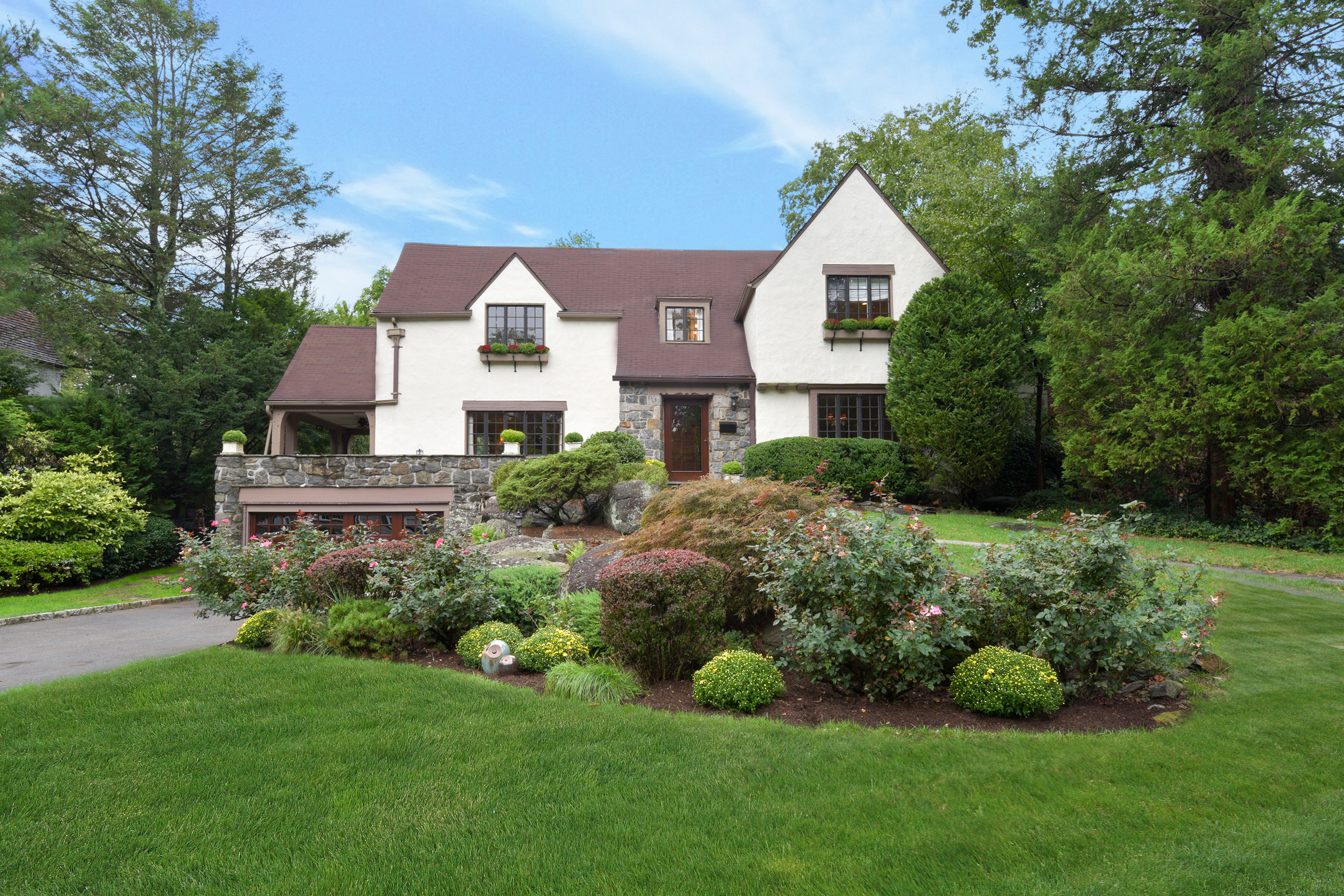 Single Family Home for Sale at Renovated Rouken Glenn Tudor 12 Knollwood Drive Larchmont, New York, 10538 United States