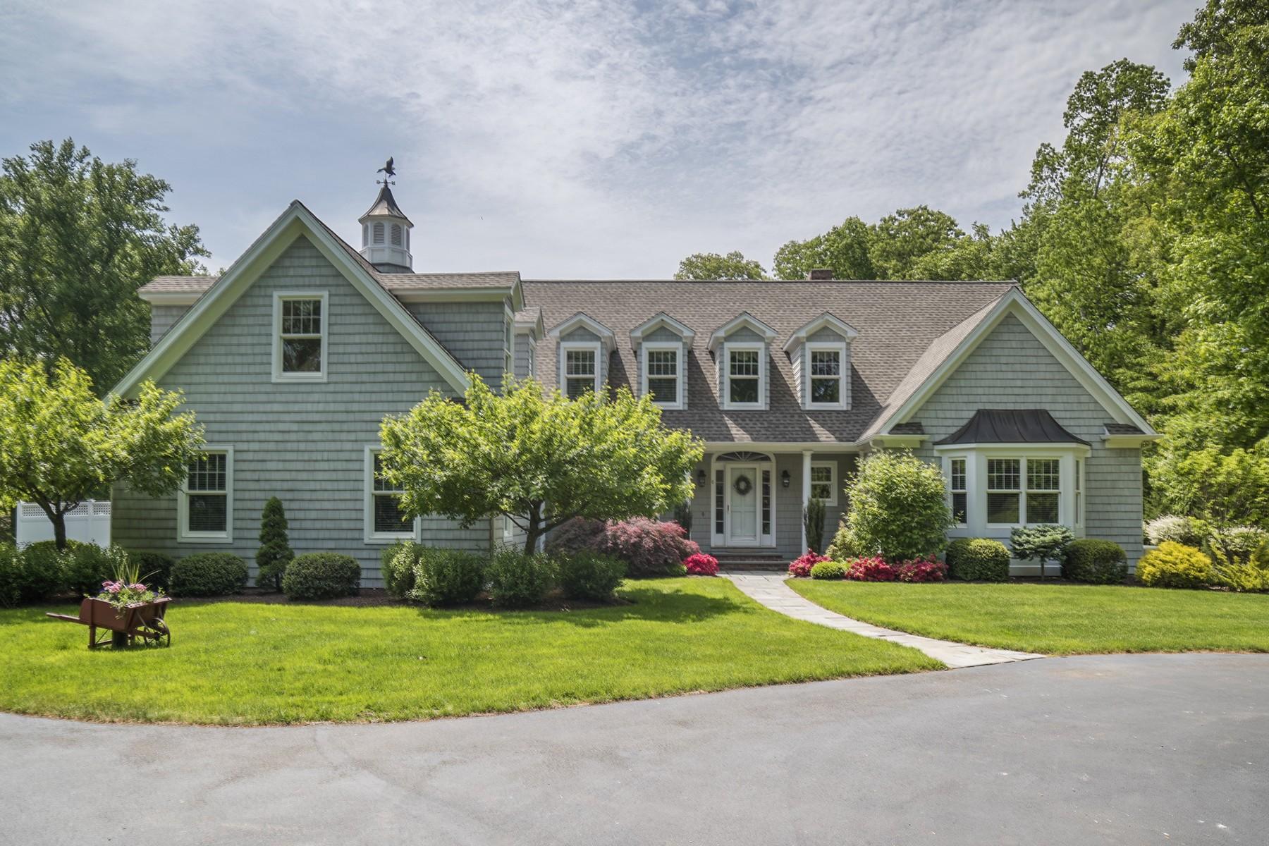 Nhà ở một gia đình vì Bán tại Beautiful Lake Laconia Area 6 Fernwood Ln Clinton, Connecticut 06413 Hoa Kỳ