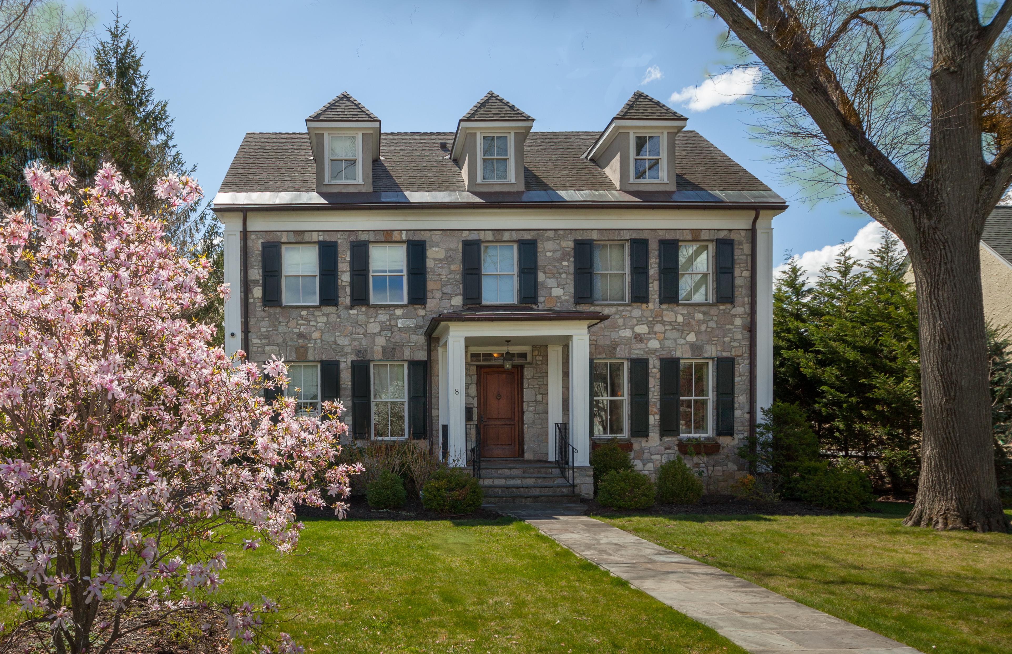 Maison unifamiliale pour l Vente à Exceptionally Designed Village Home 8 Sherman Avenue Bronxville, New York 10708 États-Unis
