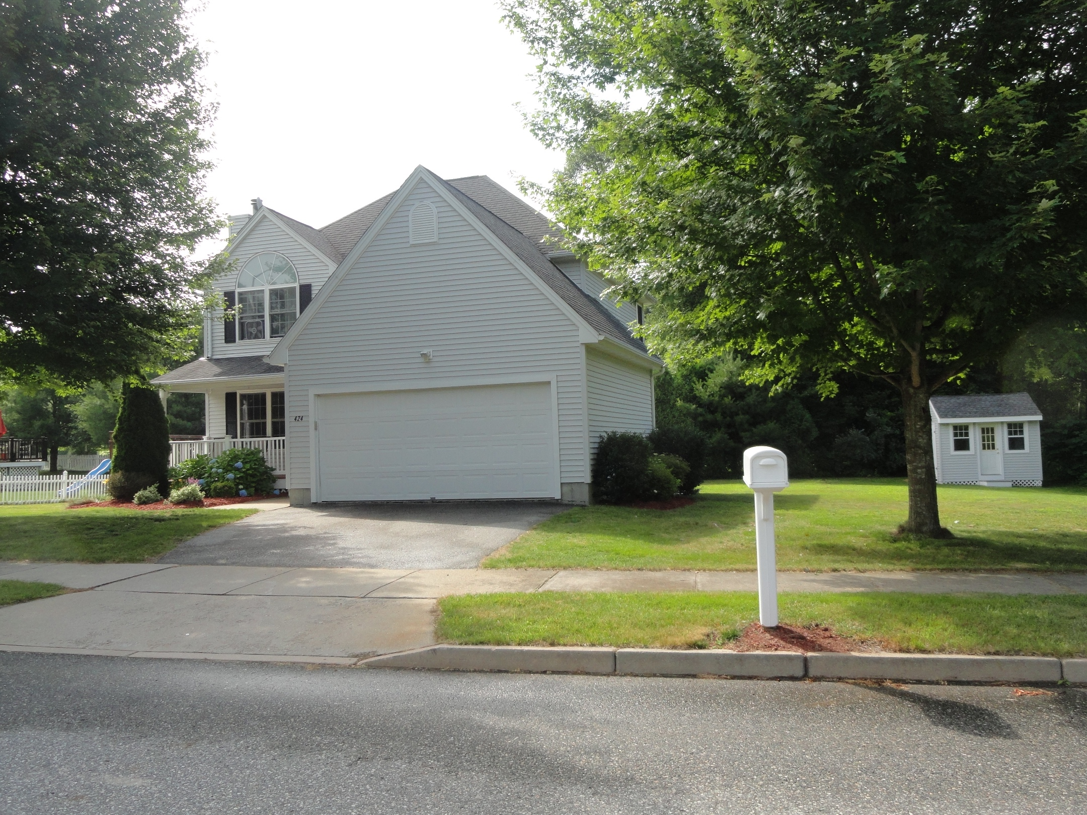 Single Family Home for Sale at Tastefully Updated 424 Judson Avenue Mystic, Connecticut 06355 United States