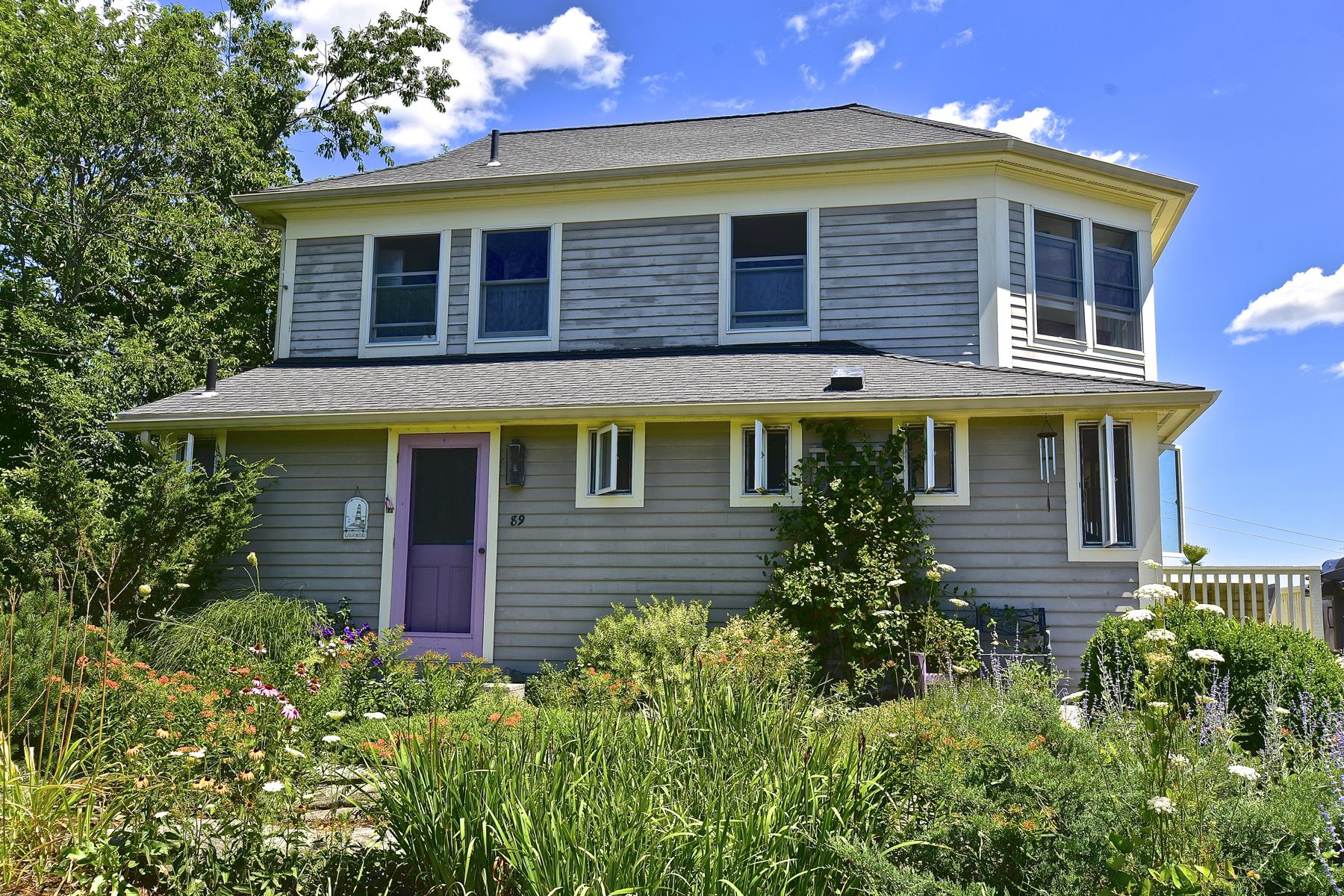 Nhà ở một gia đình vì Bán tại 89 Marshall Ave Guilford, Connecticut, 06437 Hoa Kỳ
