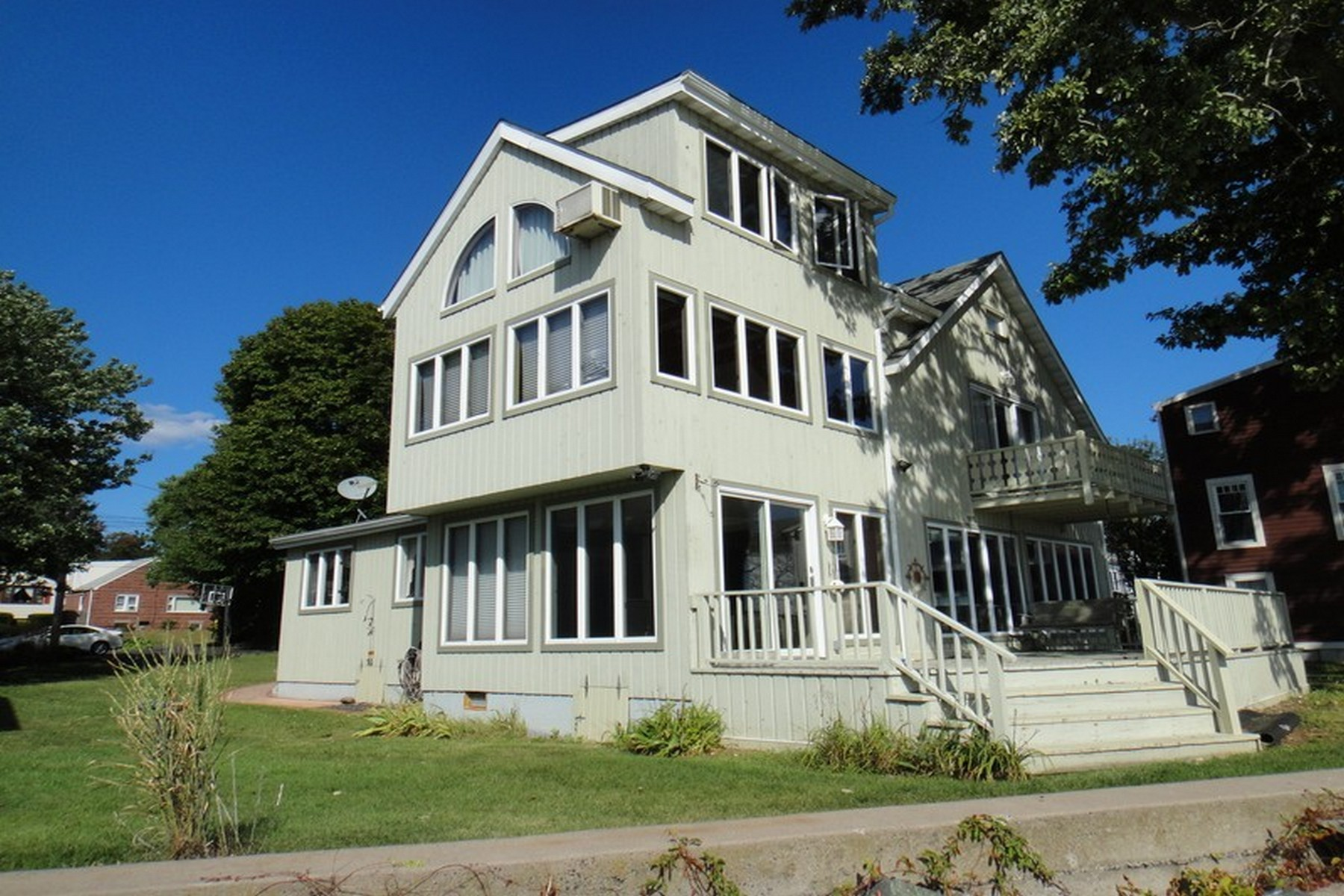 Vivienda unifamiliar por un Venta en Stunning Waterfront Contemporary Colonial 155 Ocean Avenue West Haven, Connecticut 06516 Estados Unidos