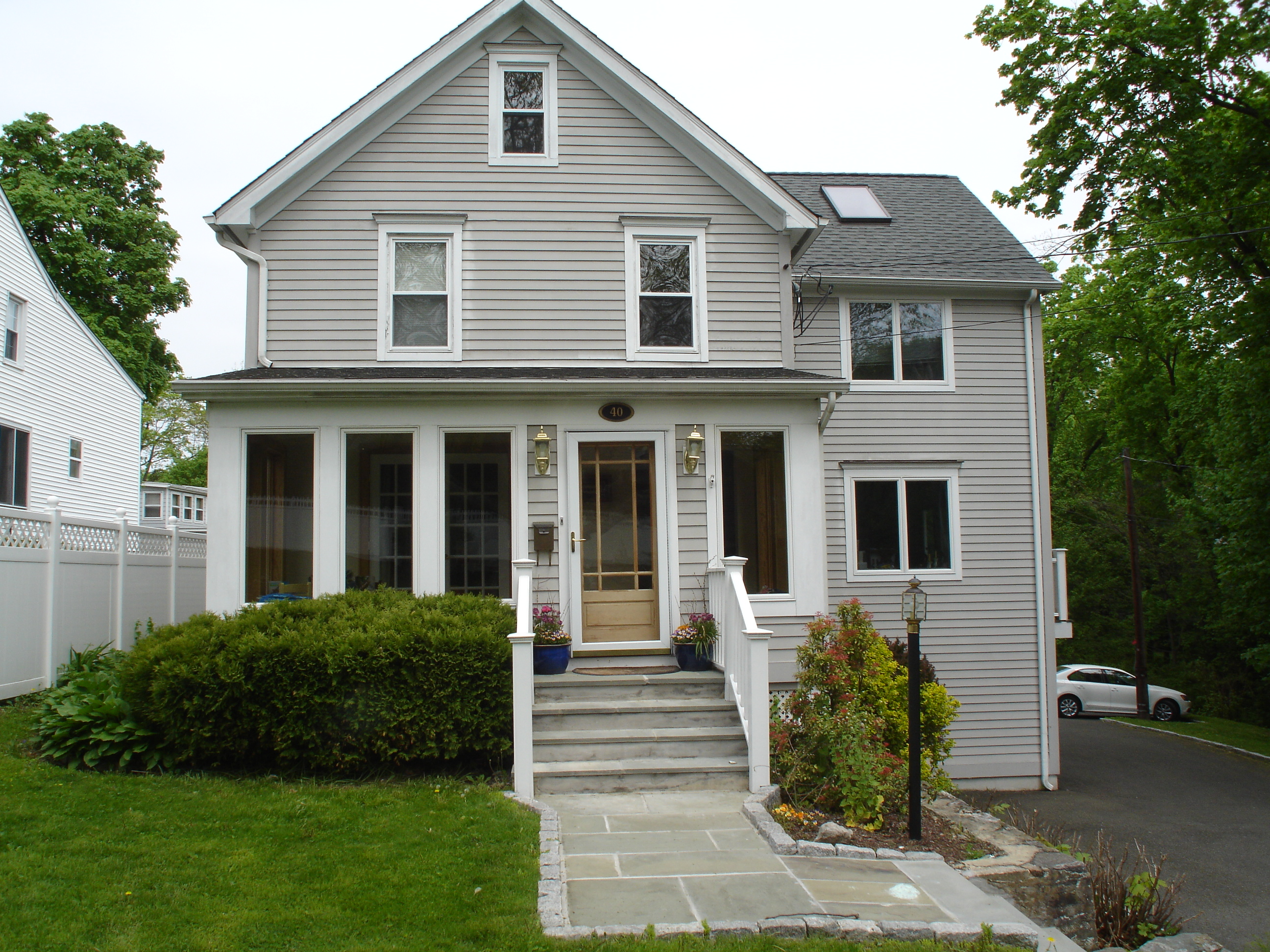 rentals property at 40 Lakeview Avenue