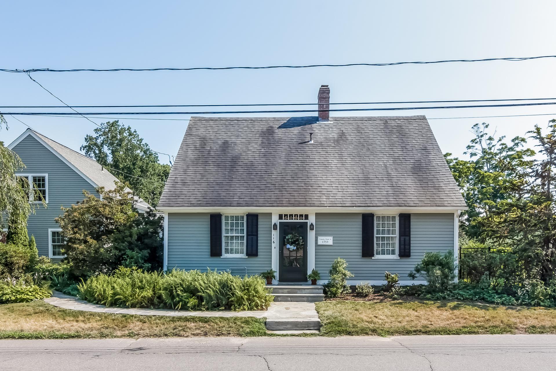 Nhà ở một gia đình vì Bán tại 116 Liberty St Madison, Connecticut, 06443 Hoa Kỳ