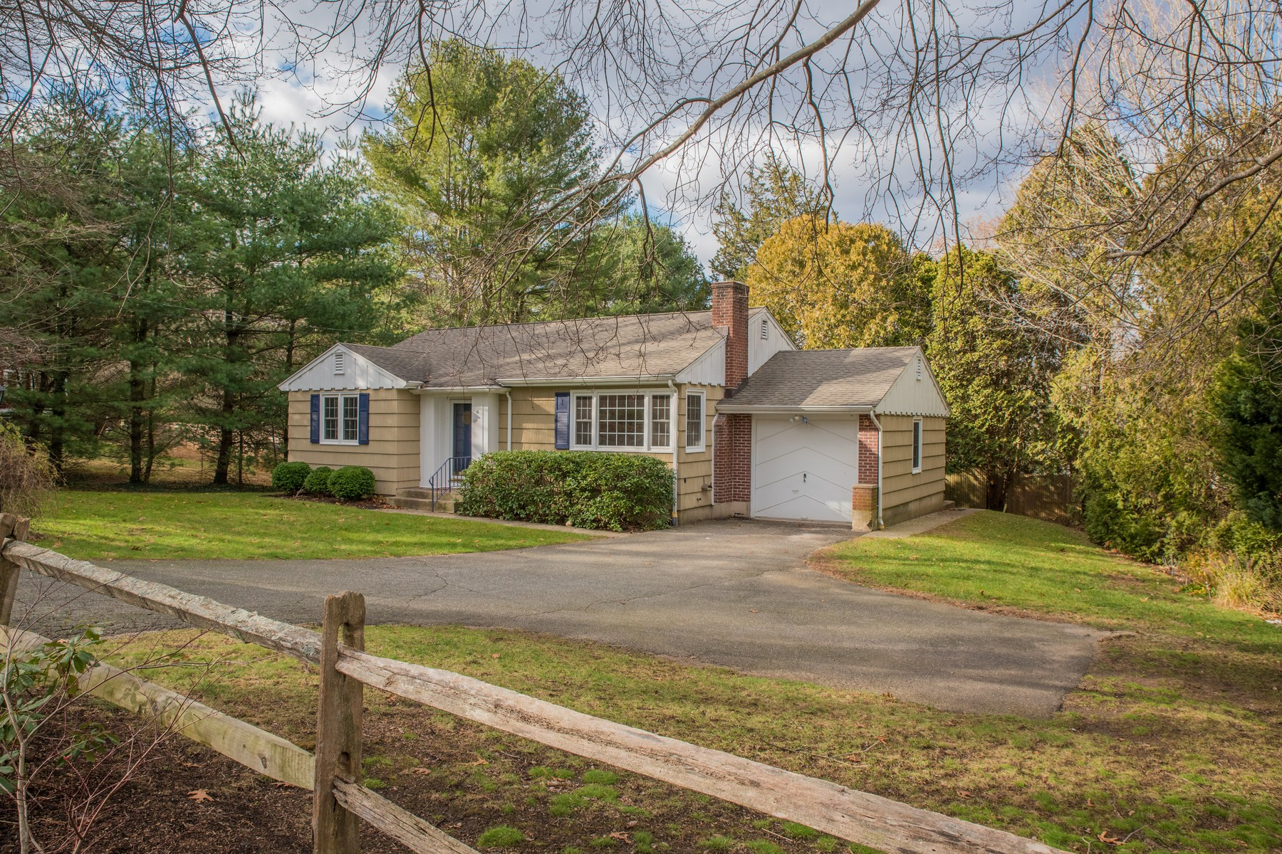 Nhà ở một gia đình vì Bán tại Enjoy One Floor Living & Easy Walk to Village 6 Laurel Rd Essex, Connecticut, 06426 Hoa Kỳ