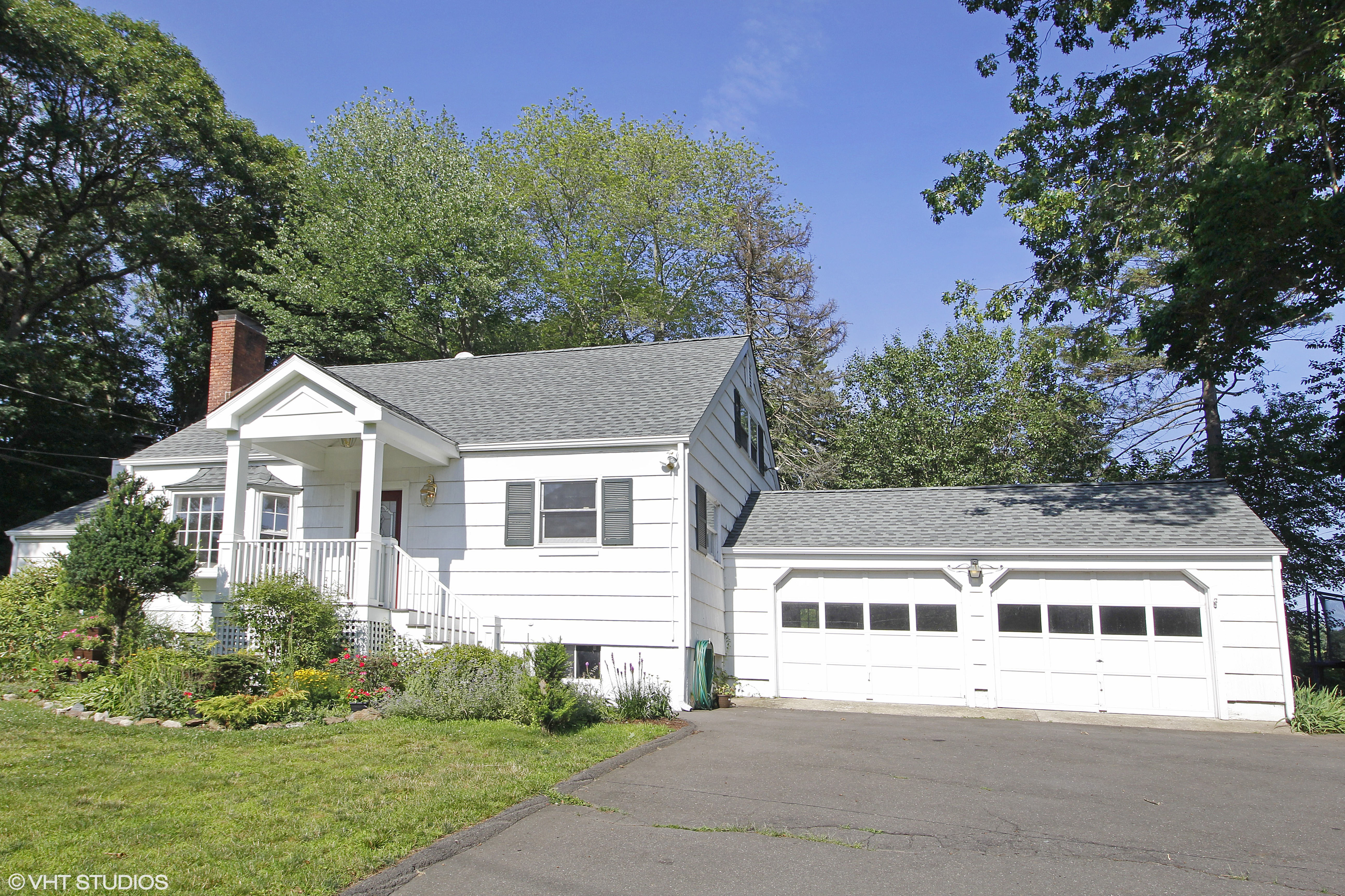 一戸建て のために 売買 アット Sunny, Bright, Happy Classic Expanded Cape 326 Rowayton Avenue Norwalk, コネチカット 06853 アメリカ合衆国