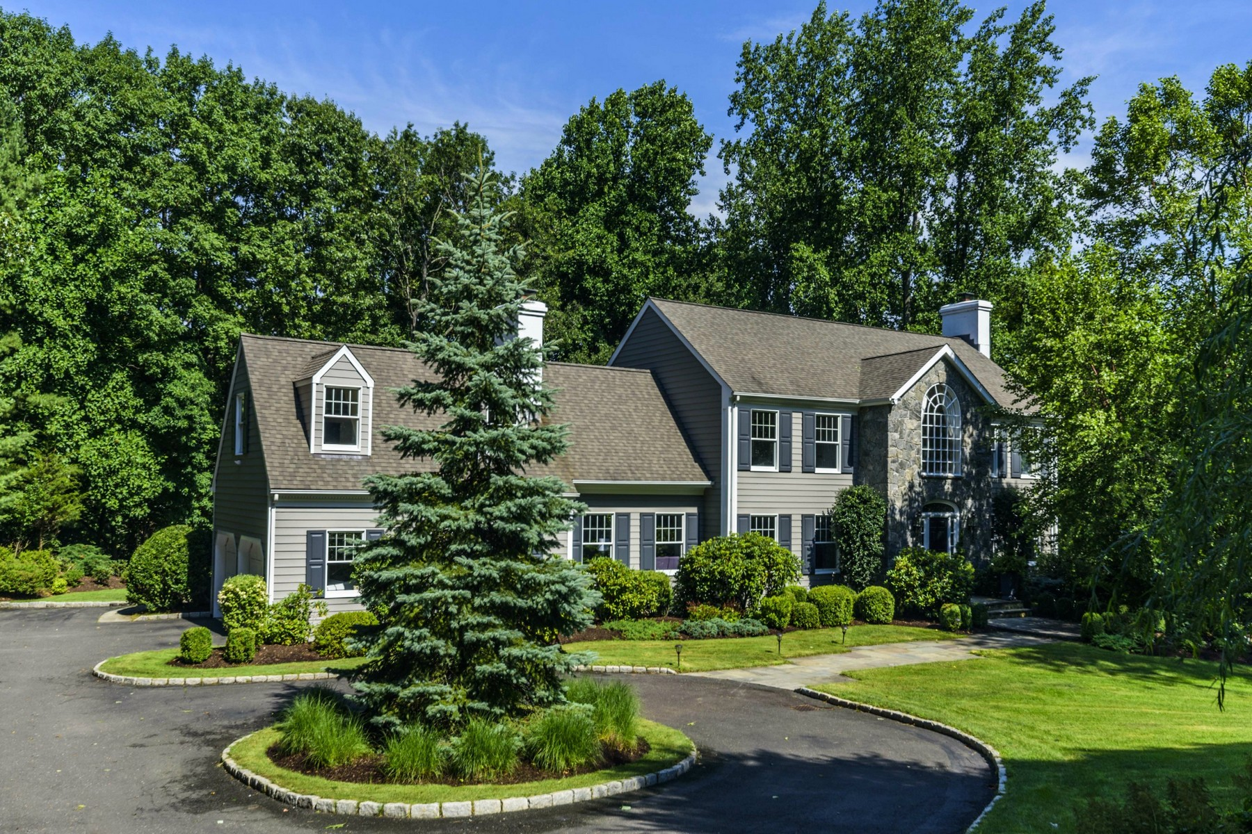 Casa Unifamiliar por un Venta en Private, Gated Waterfront Community 7 Hilltop Road Norwalk, Connecticut, 06854 Estados Unidos