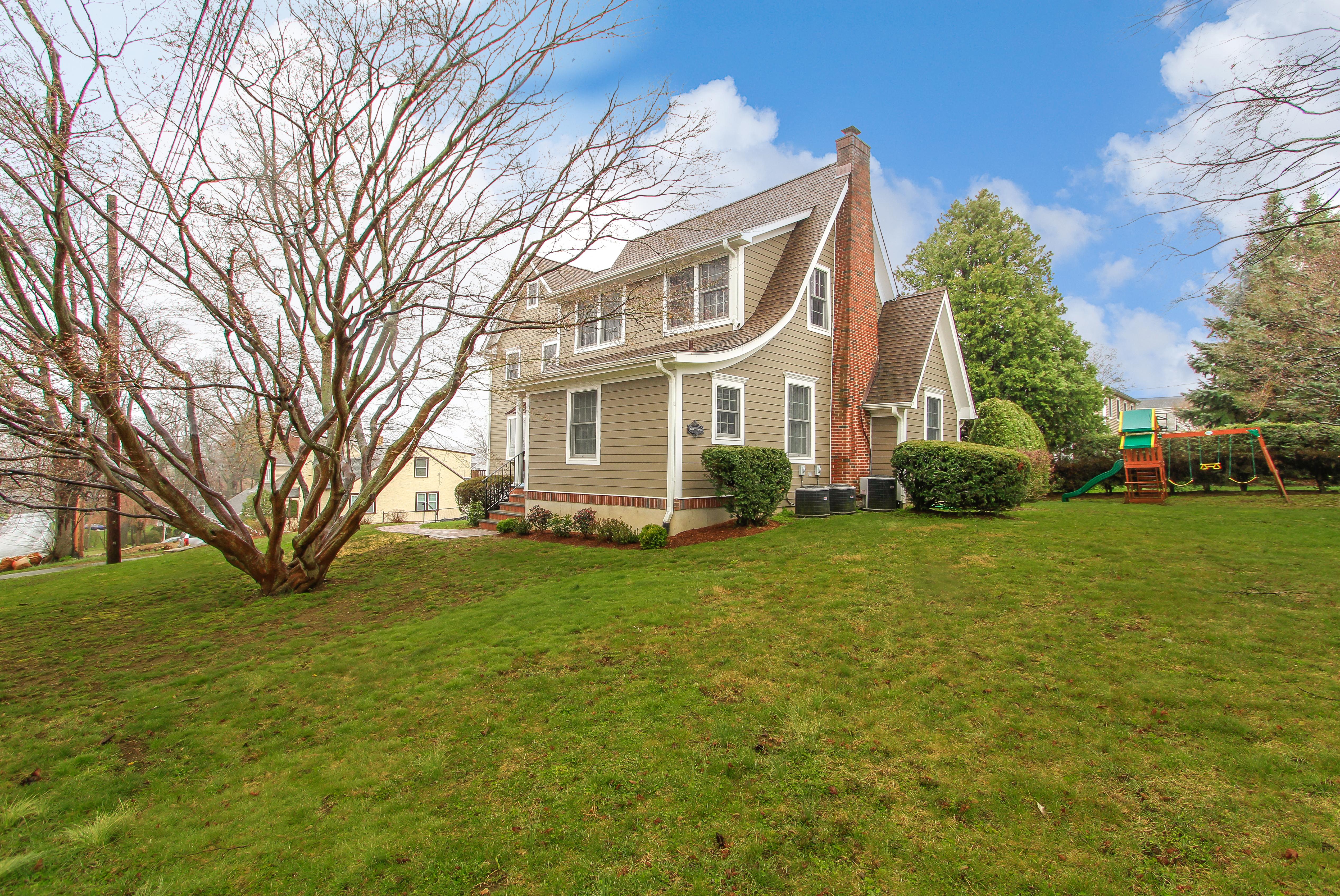 独户住宅 为 销售 在 266 Pythian Avenue Hawthorne, 纽约州, 10532 美国
