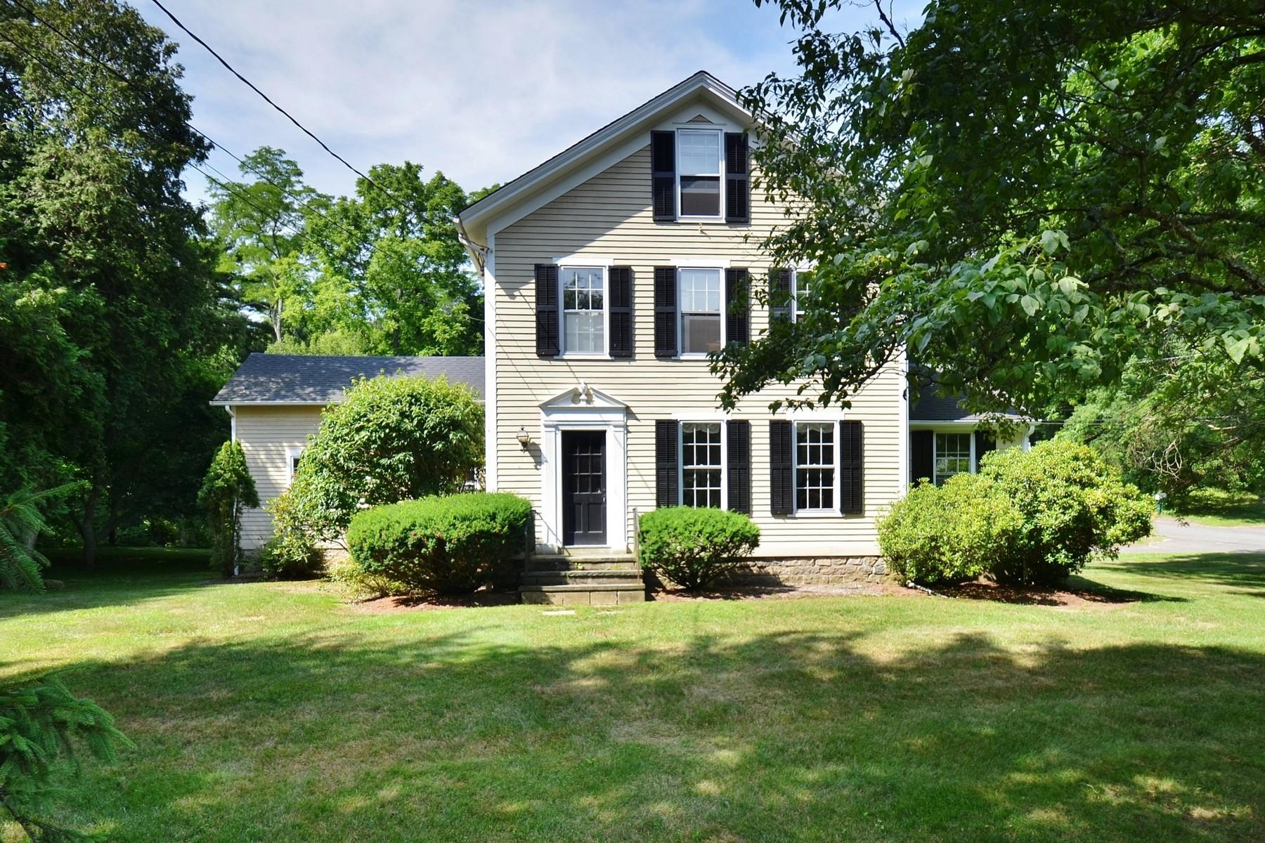 独户住宅 为 销售 在 Well Maintained Antique Stephen Starkey Home 36 Gates Rd 埃塞克斯, 康涅狄格州, 06426 美国