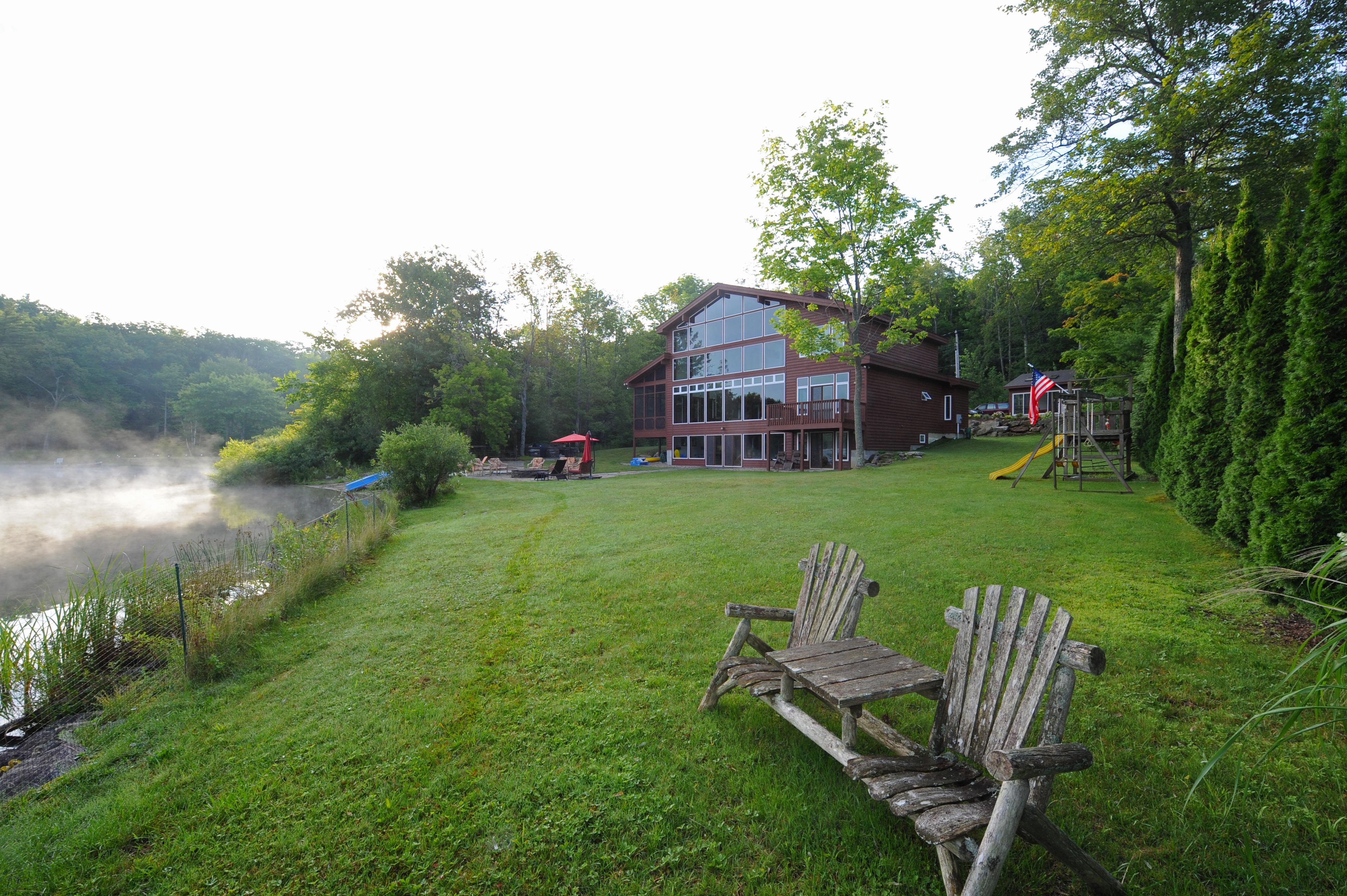 Maison unifamiliale pour l Vente à Waterfront Dream House on Goose Pond 7 Cooper Creek Rd Tyringham, Massachusetts 01264 États-Unis