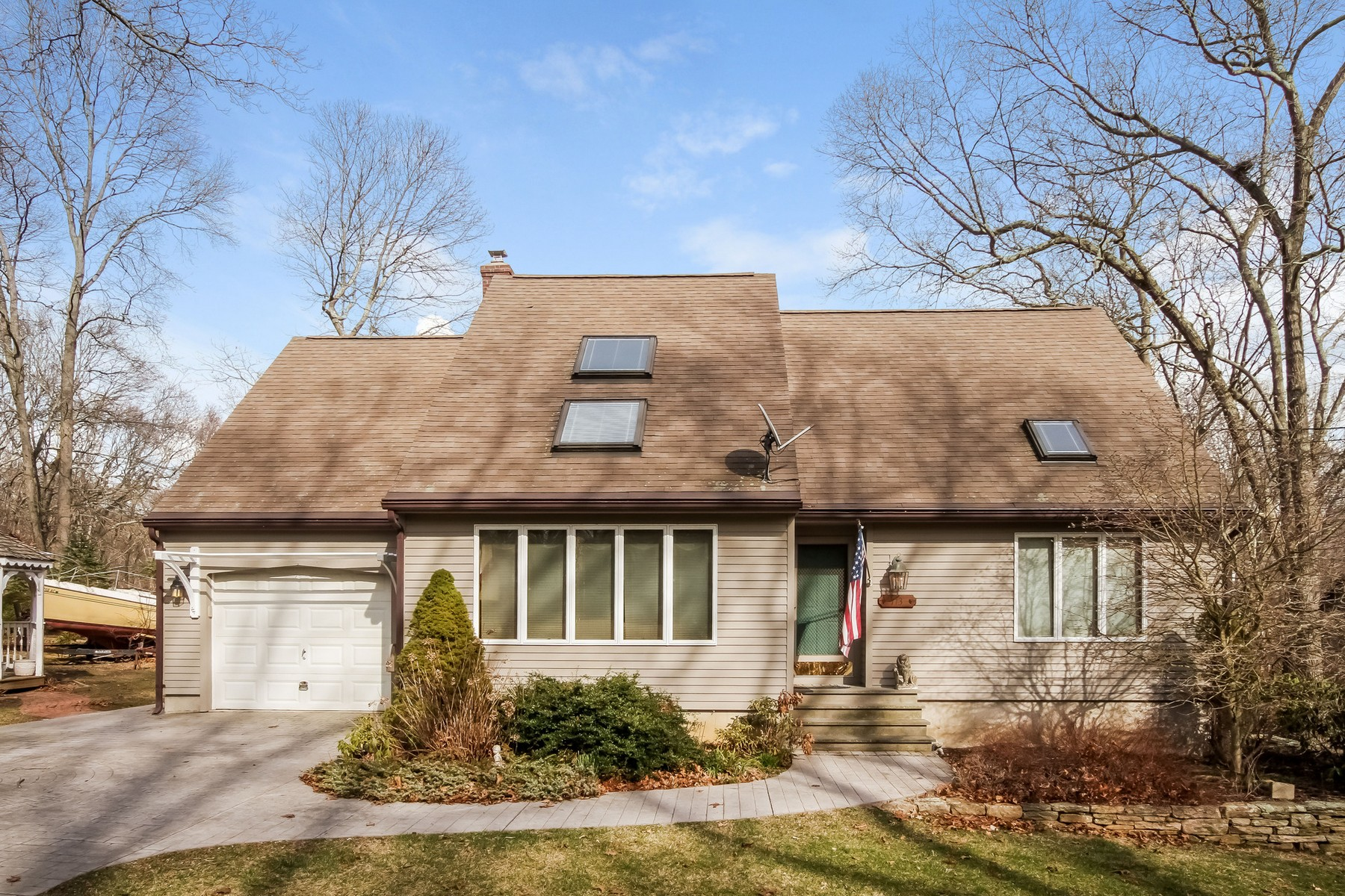 Single Family Home for Sale at Beautiful cape in desirable beach community 113 Spring Glen Rd East Lyme, Connecticut, 06357 United States