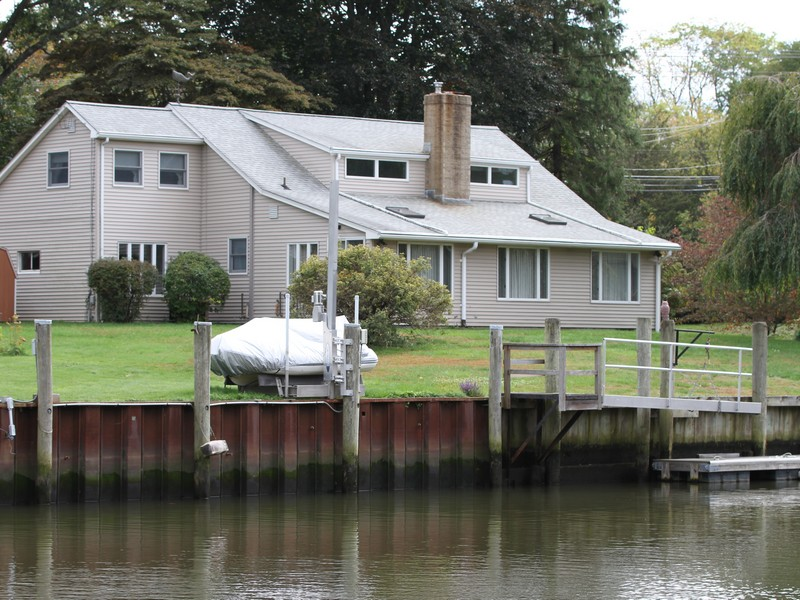 Moradia para Venda às Waterfront Home with Dock 4 Anchorage Lane Old Saybrook, Connecticut 06375 Estados Unidos