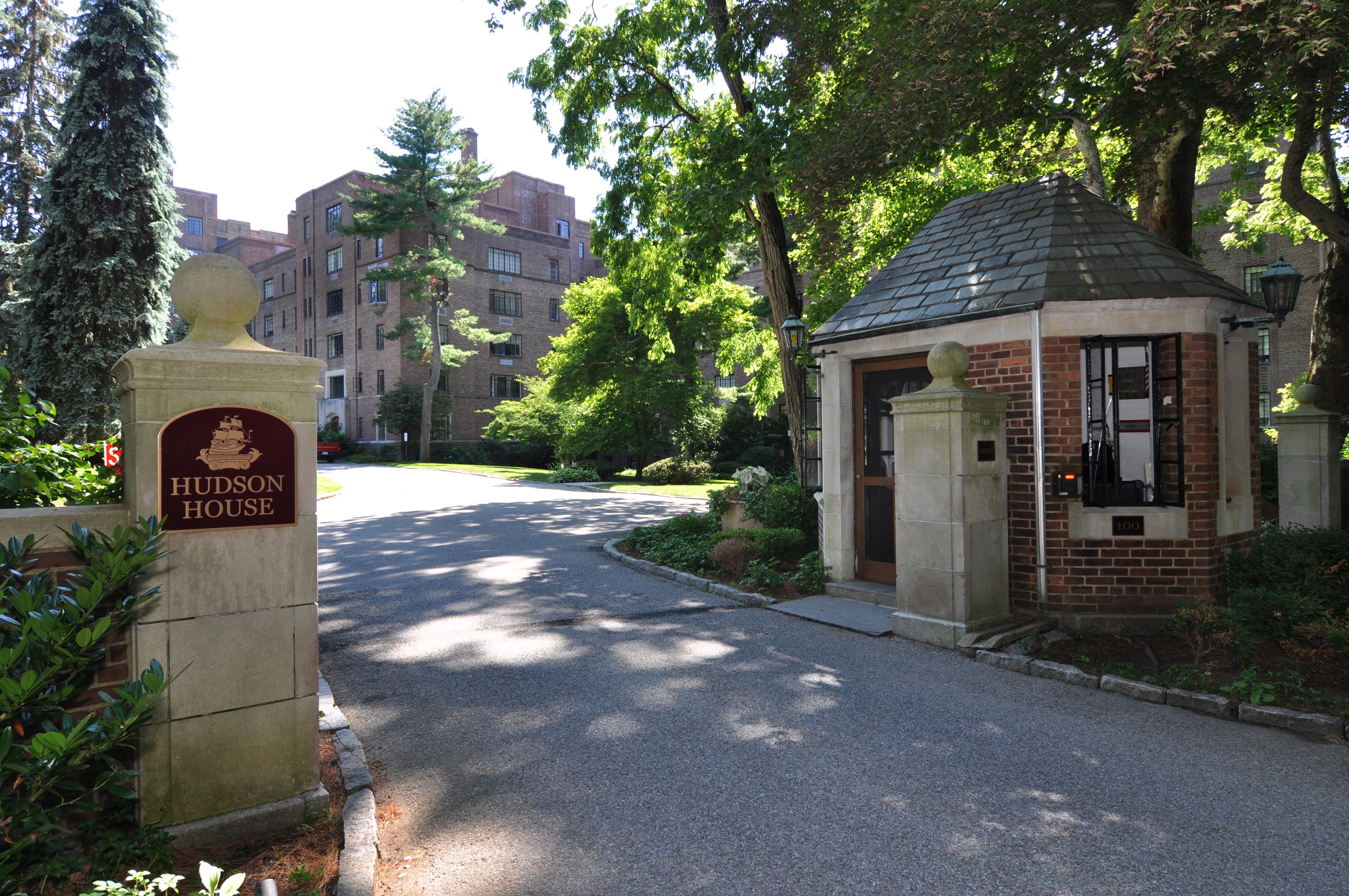 Mietervereinswohnung für Verkauf beim Location, Location, Location! 100 West Ardsley Avenue 4K Ardsley On Hudson, New York, 10503 Vereinigte Staaten