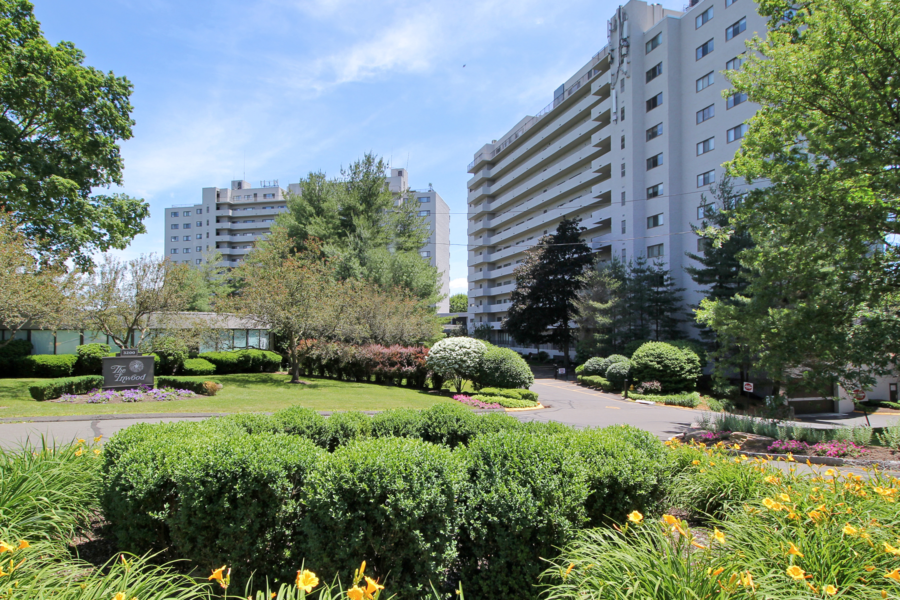 por un Venta en Well Maintained Inwood Condo in Move-in Condition 3200 Park Avenue 8D2 Bridgeport, Connecticut, 06604 Estados Unidos
