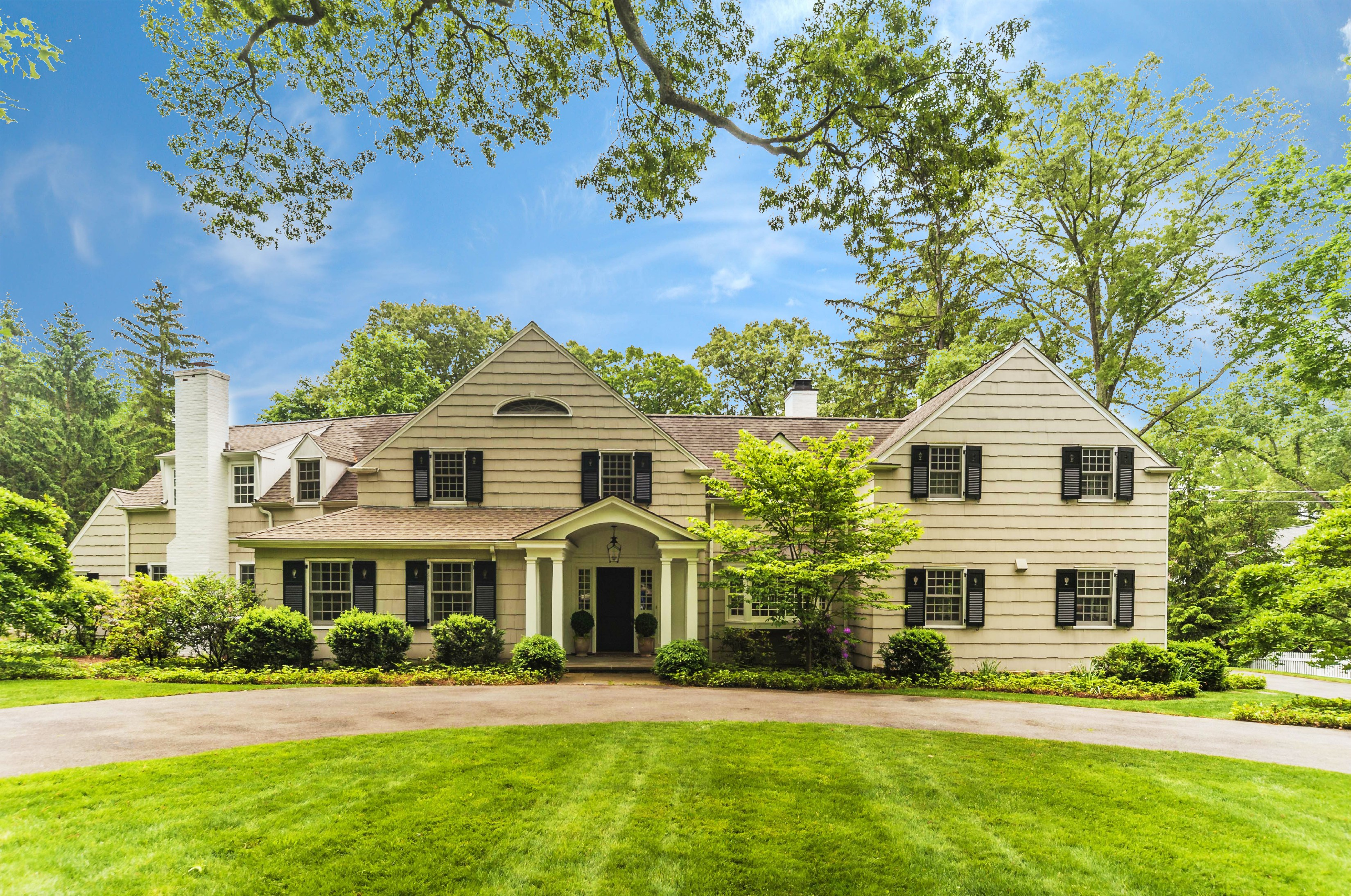 Maison unifamiliale pour l Vente à Classic Elegance 4 Point O Woods Road Darien, Connecticut 06820 États-Unis