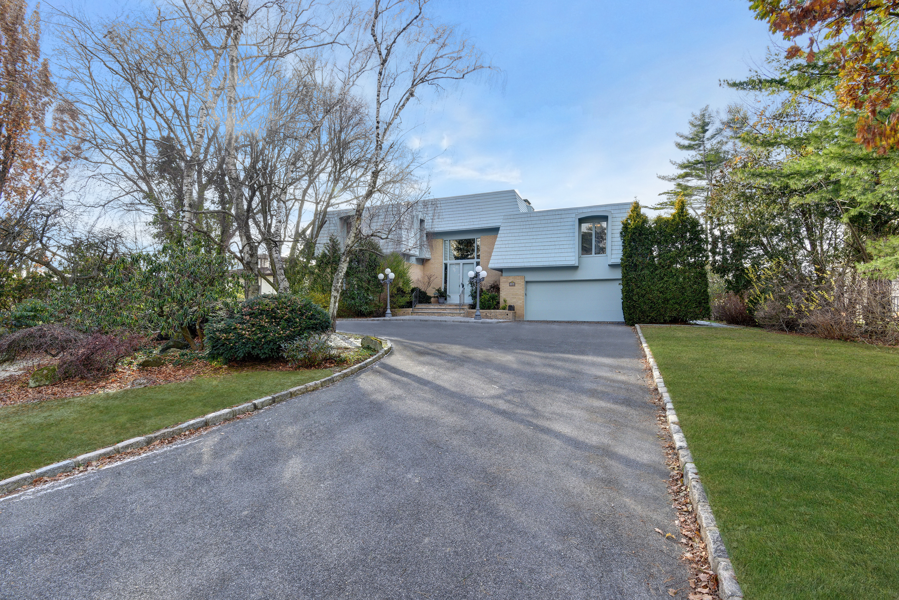 Single Family Home for Sale at Spectacular Waterfront Colonial 1070 Bayhead Drive Mamaroneck, New York, 10543 United States