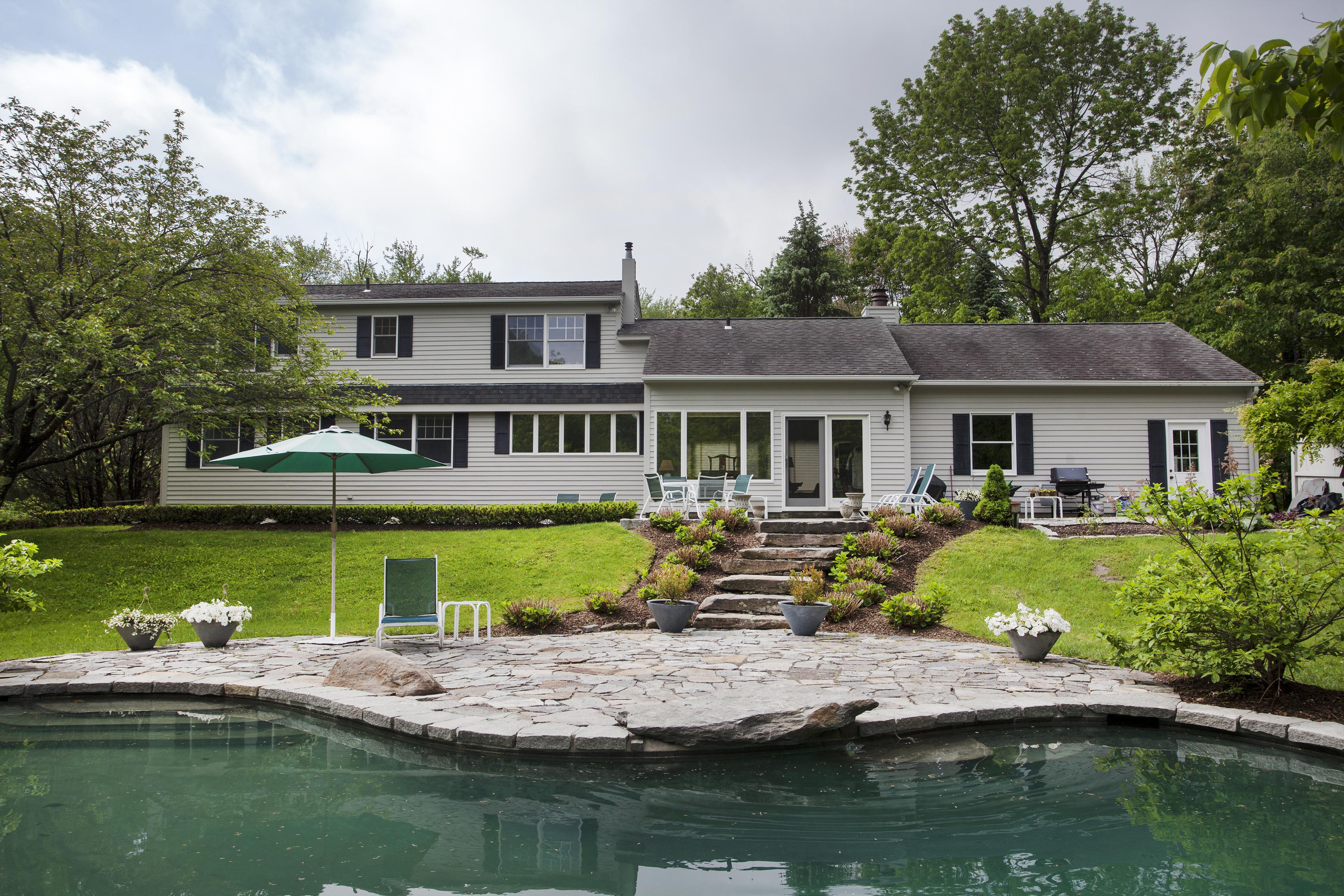 Maison unifamiliale pour l Vente à Privacy & Perfection 200 Brick School Road Warren, Connecticut 06754 États-Unis
