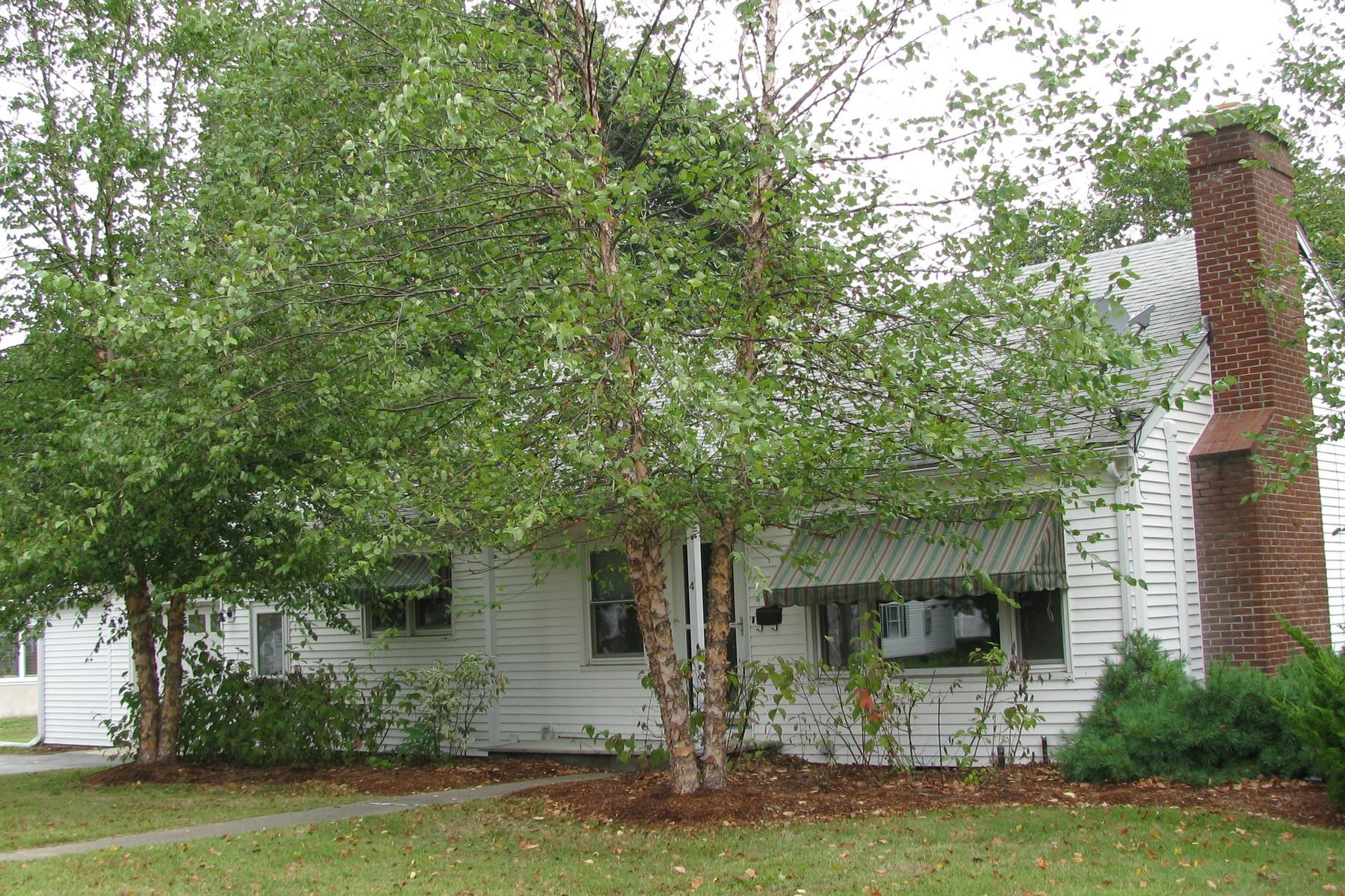 Nhà ở một gia đình vì Bán tại In Town Location 4 Birch St Old Saybrook, Connecticut, 06475 Hoa Kỳ