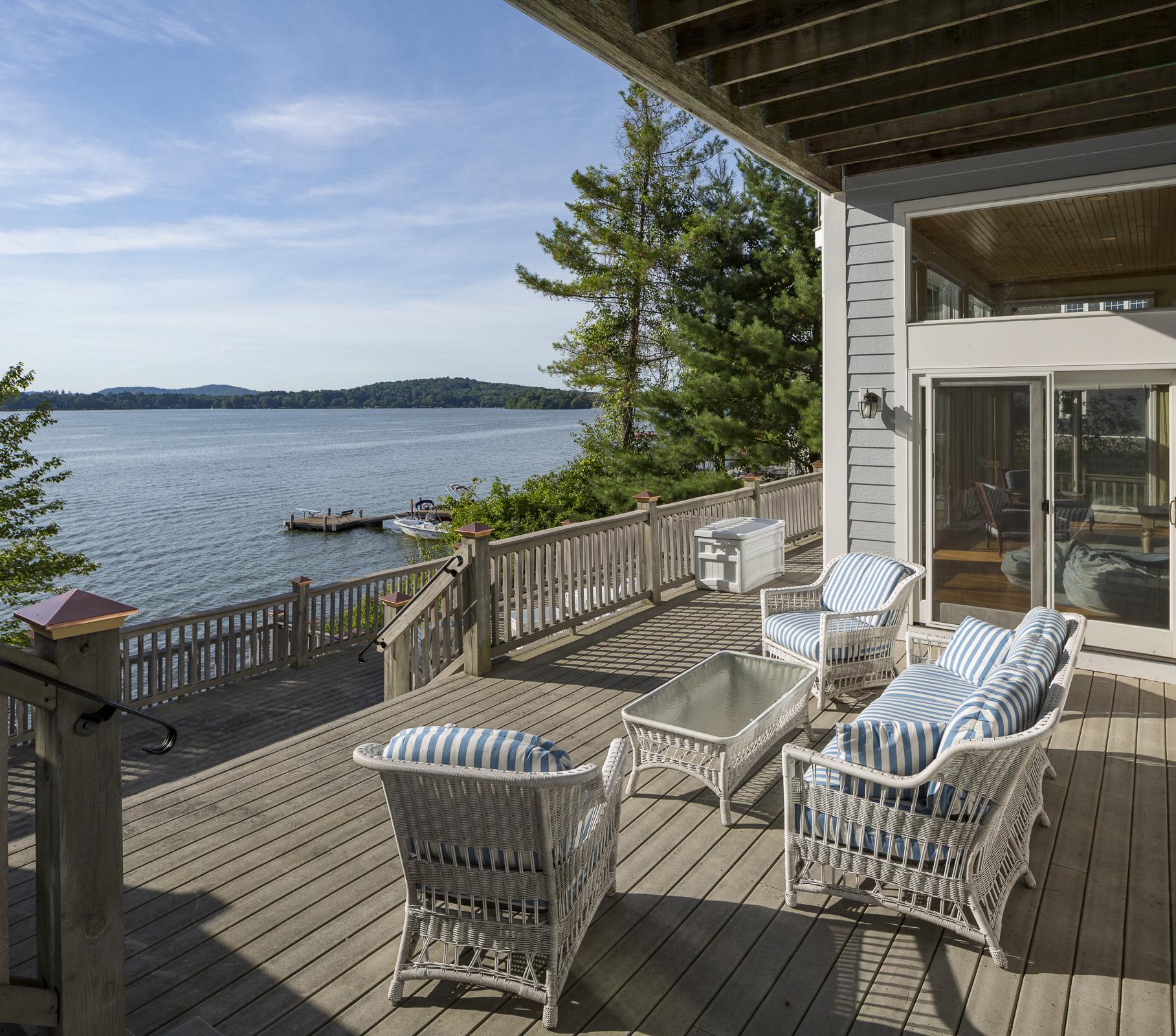 独户住宅 为 销售 在 Bantam Lake Waterfront Home 259 East Shore Drive 莫里斯, 康涅狄格州, 06763 美国