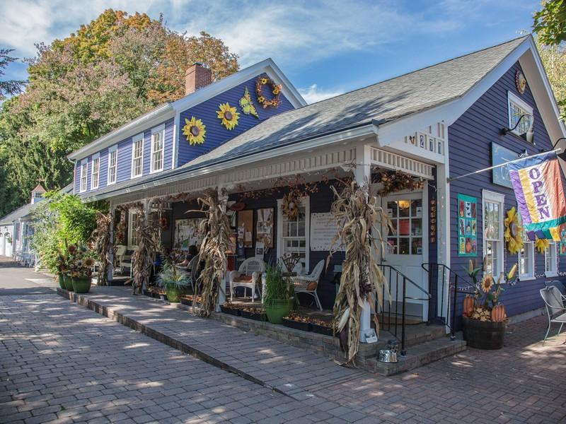 Nhà ở một gia đình vì Bán tại Lovingly Restored Farmhouse with Attached Business (Currently an Ice Cream Shop) 271 Main Street Wethersfield, Connecticut 06109 Hoa Kỳ