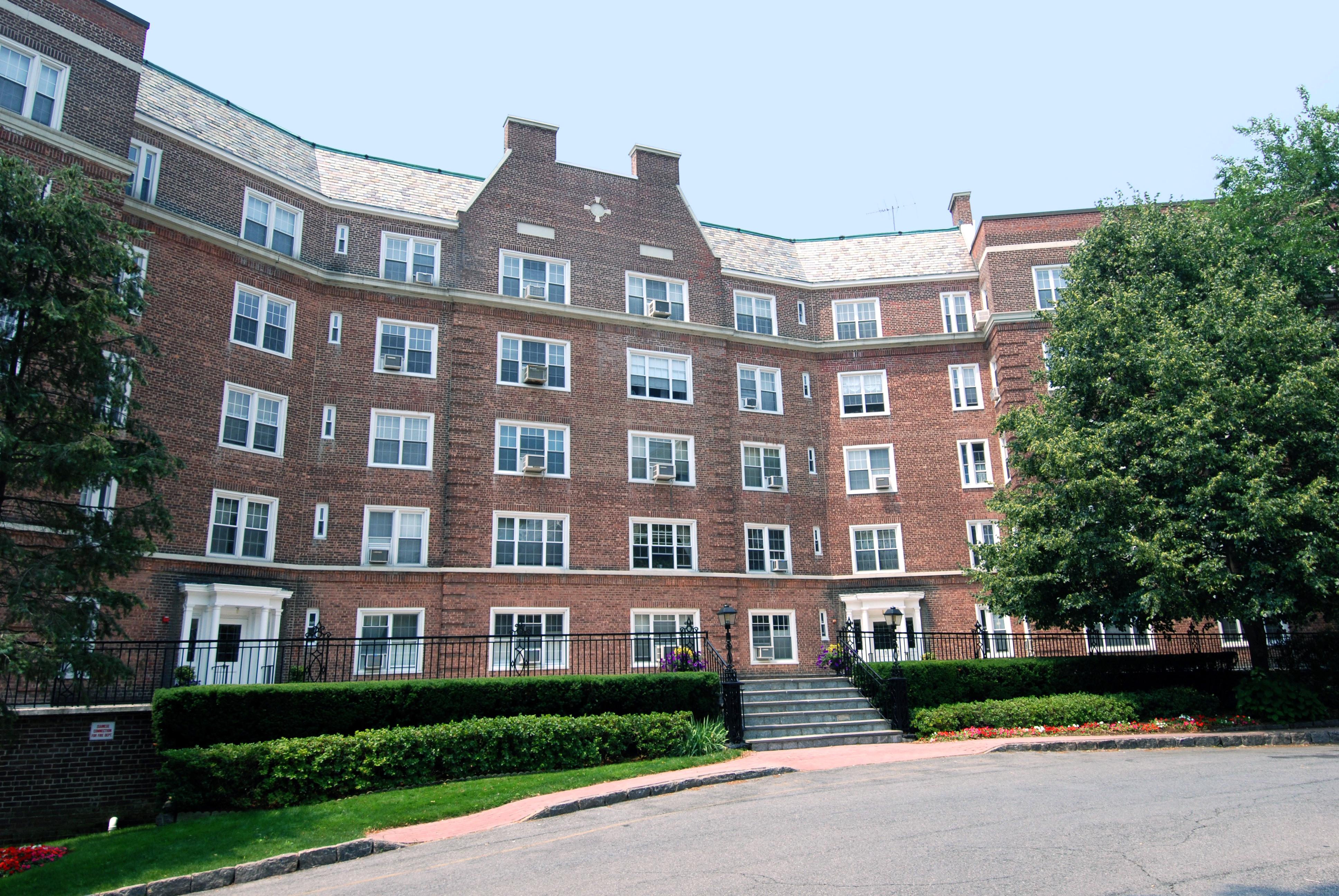 코압 용 매매 에 Bronxville Village Co-op 5 Midland Gardens K-L Bronxville, 뉴욕, 10708 미국