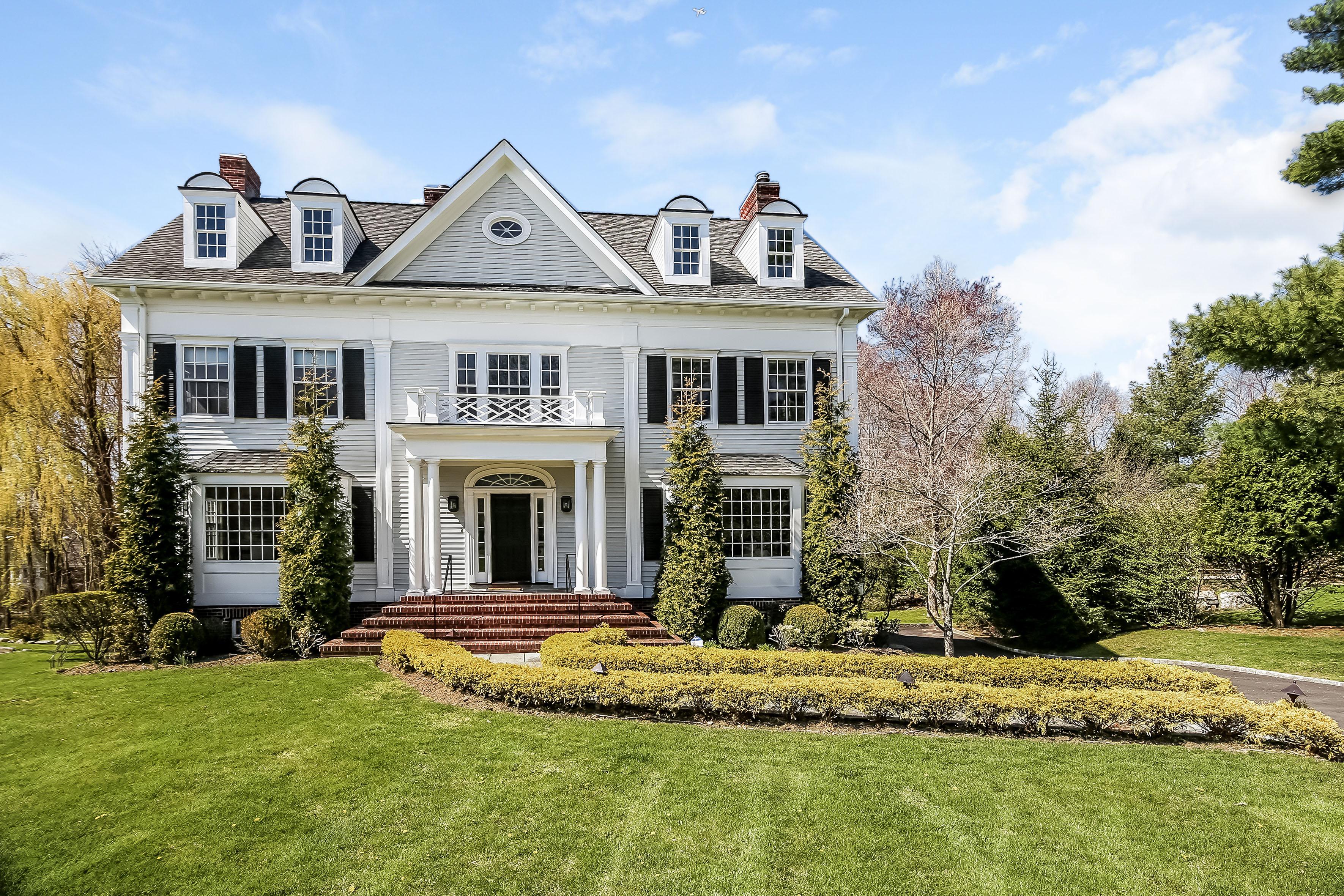 Maison unifamiliale pour l Vente à 10 Morris Court Rye, New York, 10580 États-Unis