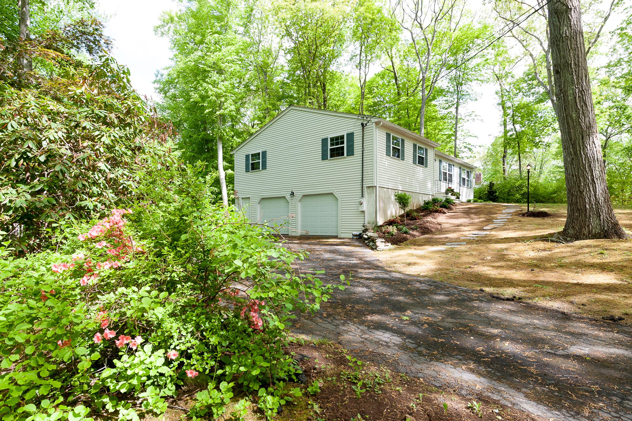 Nhà ở một gia đình vì Bán tại 32 Wellsweep Dr Madison, Connecticut 06443 Hoa Kỳ