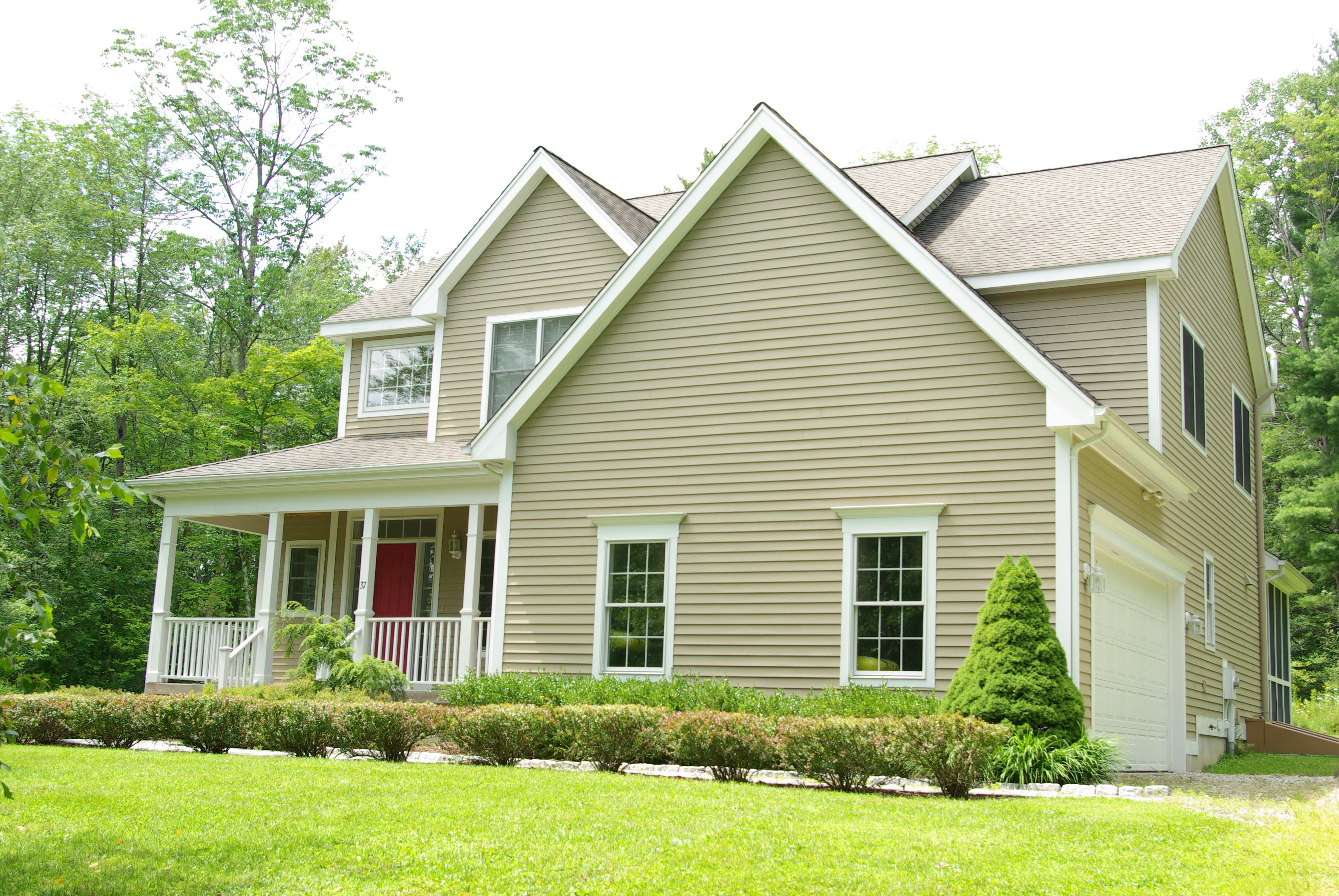 独户住宅 为 销售 在 New Age Modern Country Home 37 Bentley Circle 哥珊地, 康涅狄格州, 06756 美国