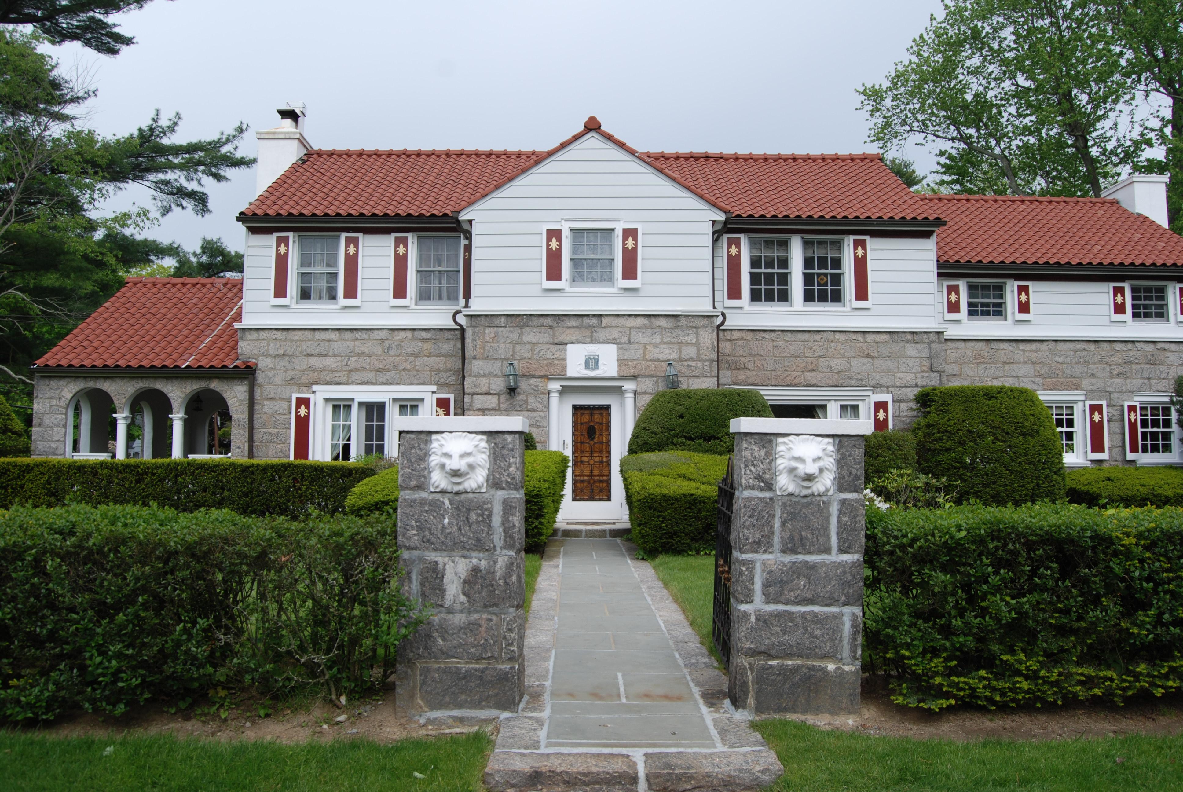 Частный односемейный дом для того Аренда на Fabulous Scarsdale Rental 95 Brite Avenue Scarsdale, Нью-Йорк 10583 Соединенные Штаты
