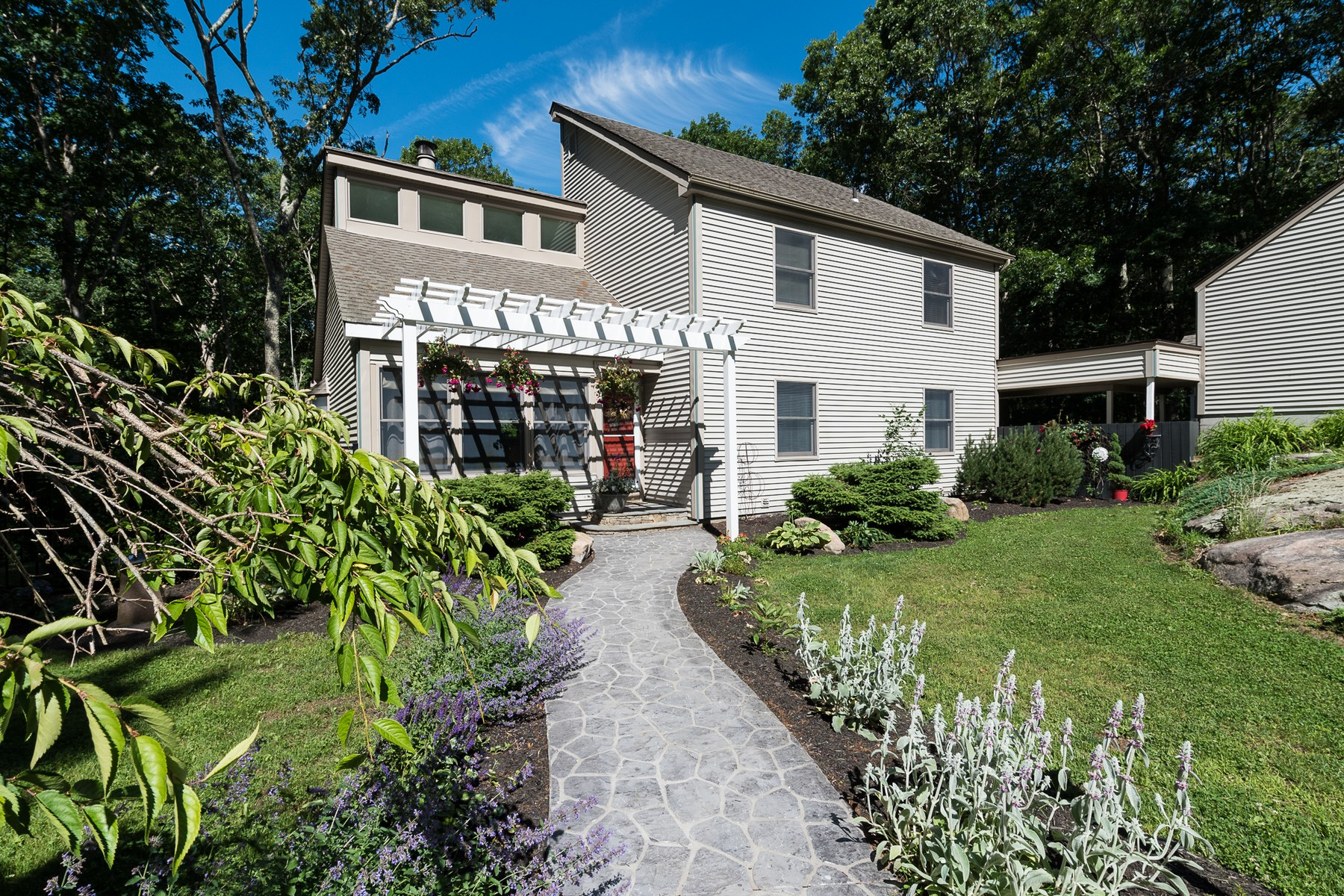 Vivienda unifamiliar por un Venta en Private Setting 3 Mansewood Road Old Lyme, Connecticut 06371 Estados Unidos