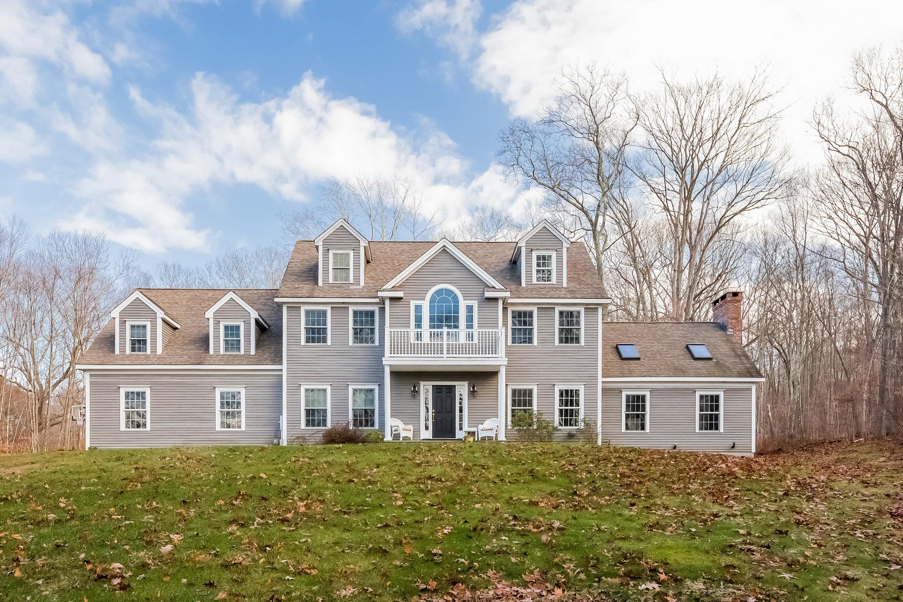 Casa Unifamiliar por un Venta en Spacious Colonial Home 381 Hamburg Road Lyme, Connecticut 06371 Estados Unidos