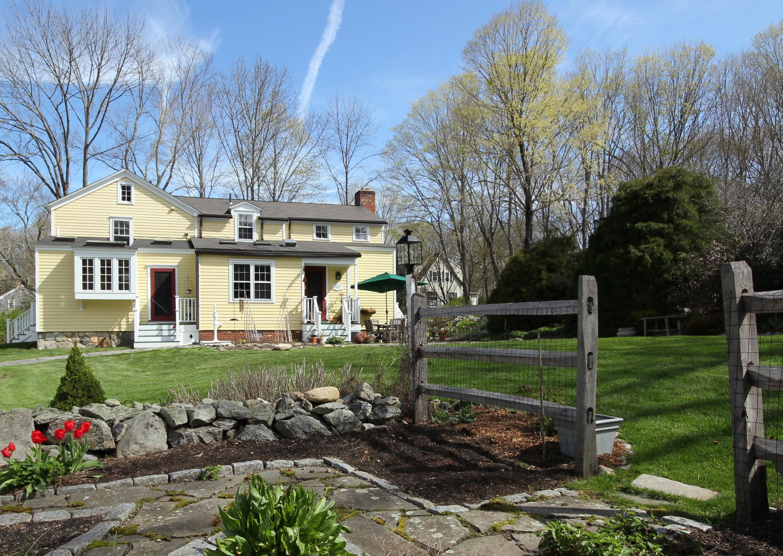 Einfamilienhaus für Verkauf beim A Perfect Blend of Charm and Function 263 Newtown Turnpike Weston, Connecticut, 06883 Vereinigte Staaten