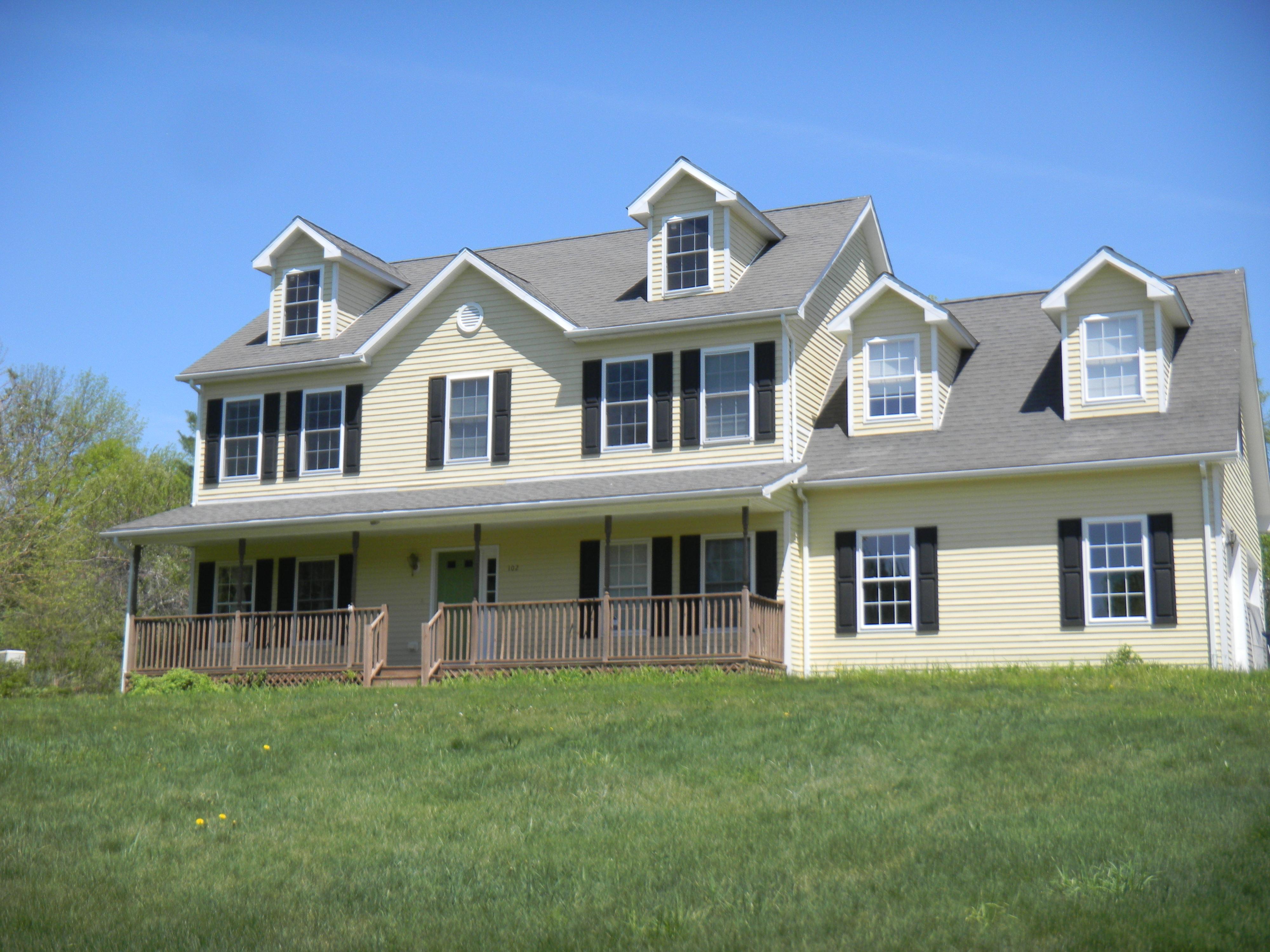 Частный односемейный дом для того Продажа на Wonderful Woodridge Lake Home 102 Weldon Ct Goshen, Коннектикут 06756 Соединенные Штаты