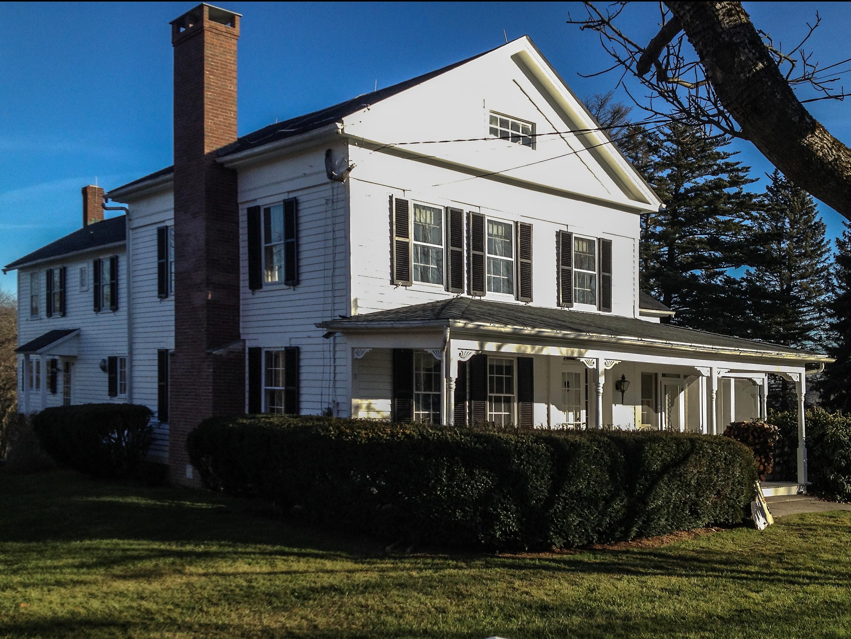 独户住宅 为 销售 在 1851 Historic Colonial 163 Lake Rd 沃伦, 康涅狄格州, 06754 美国