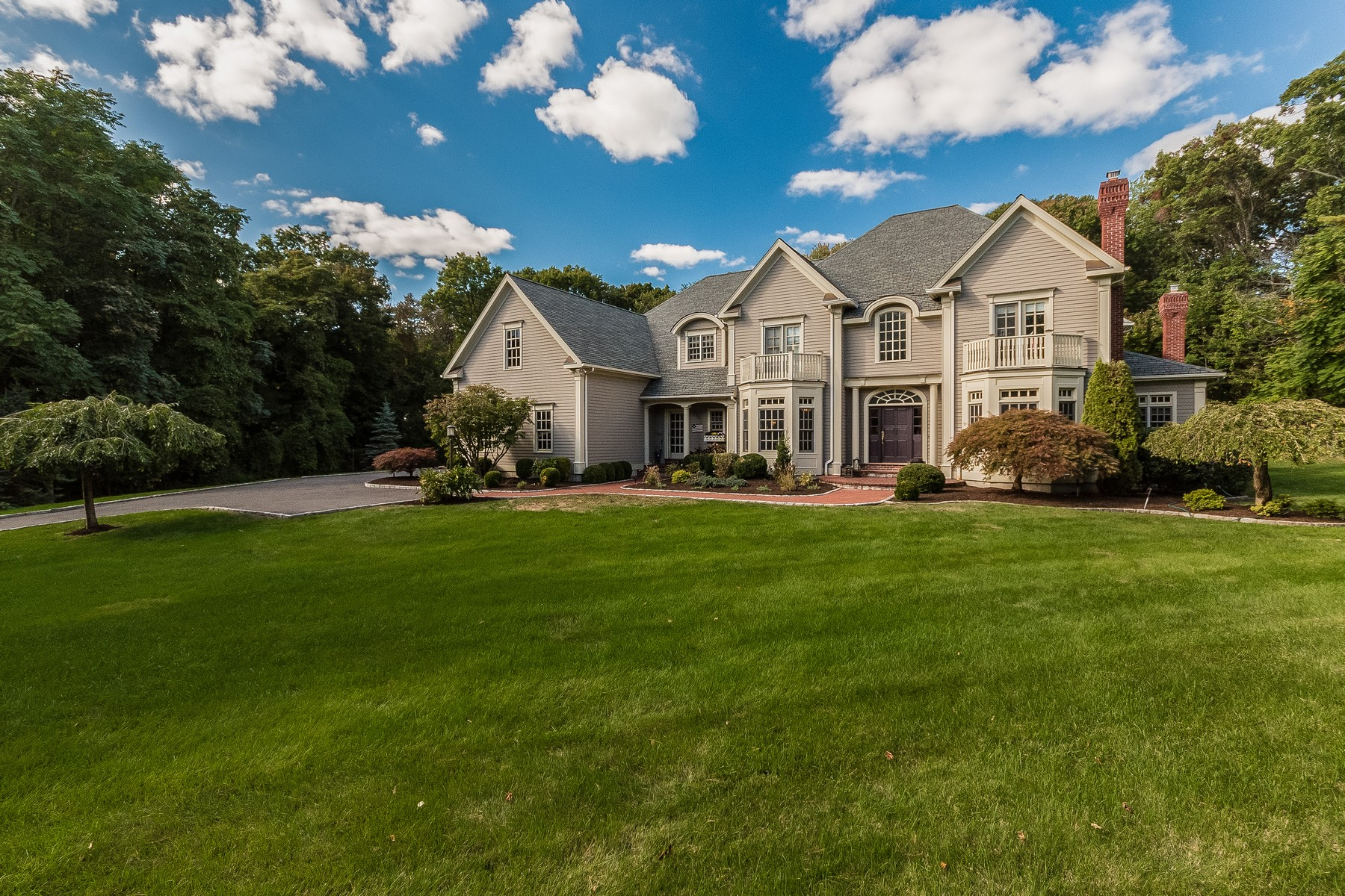 Single Family Home for Sale at WINTON PARK 250 Winton Road Fairfield, Connecticut 06824 United States