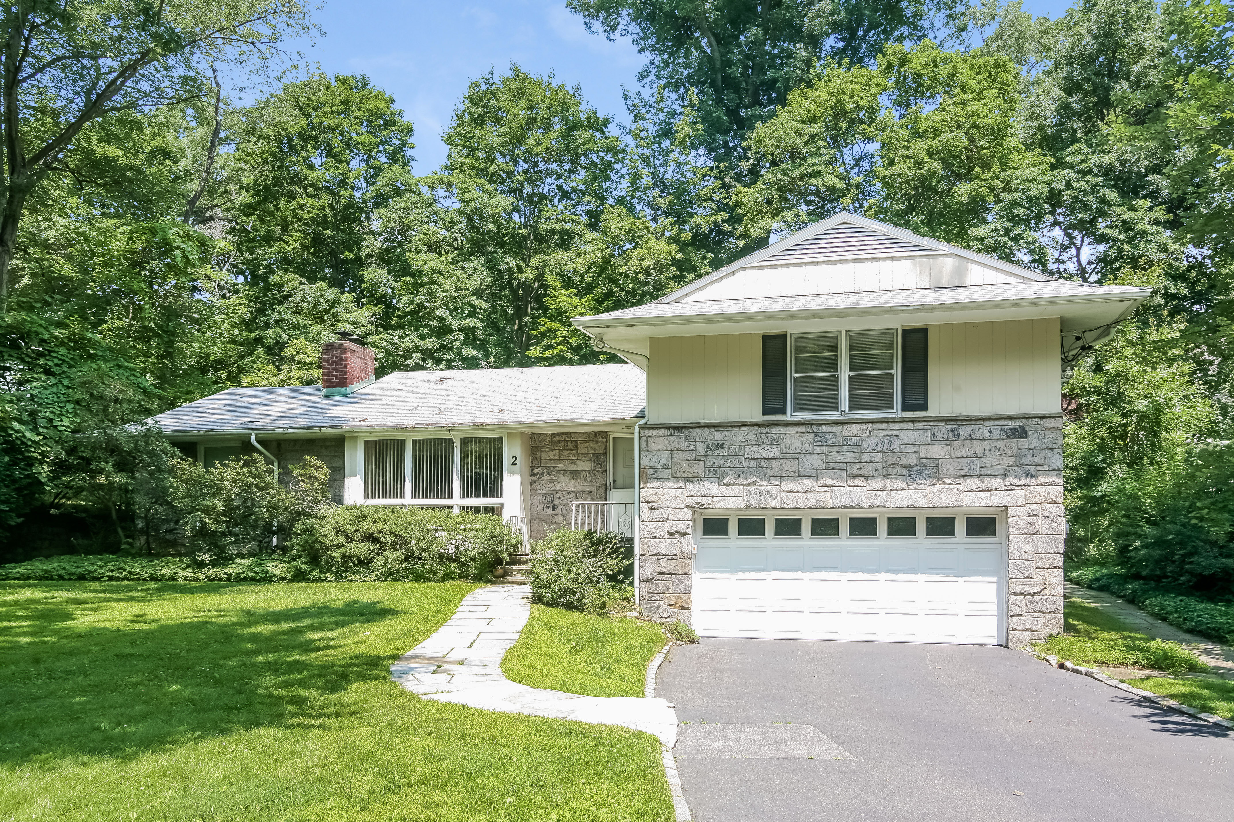 Single Family Home for Sale at Spacious Edgemont Home 2 Doris Drive Scarsdale, New York 10583 United States