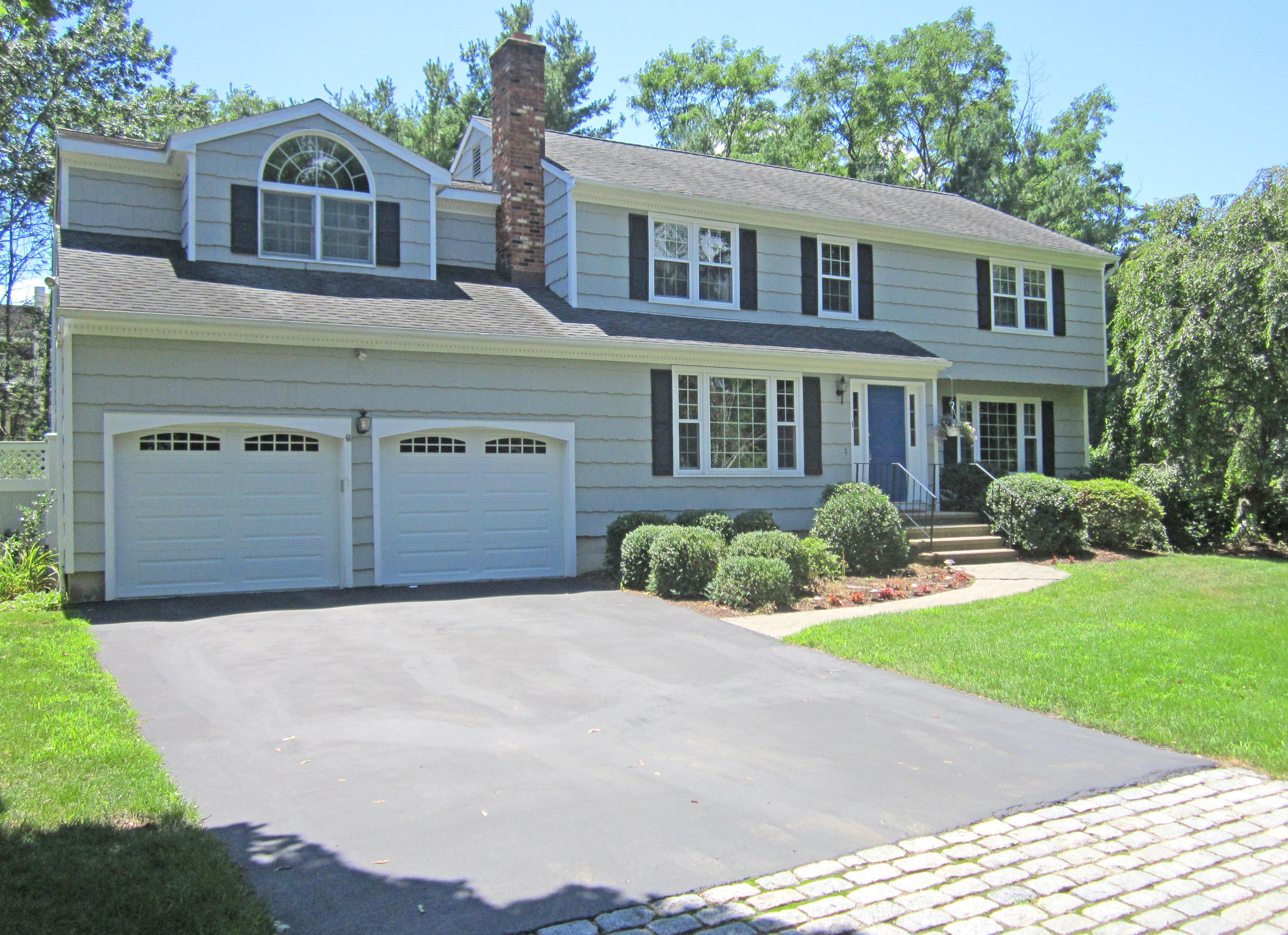 단독 가정 주택 용 매매 에 Classic New England Colonial 1 Donald Drive Westport, 코네티컷, 06880 미국
