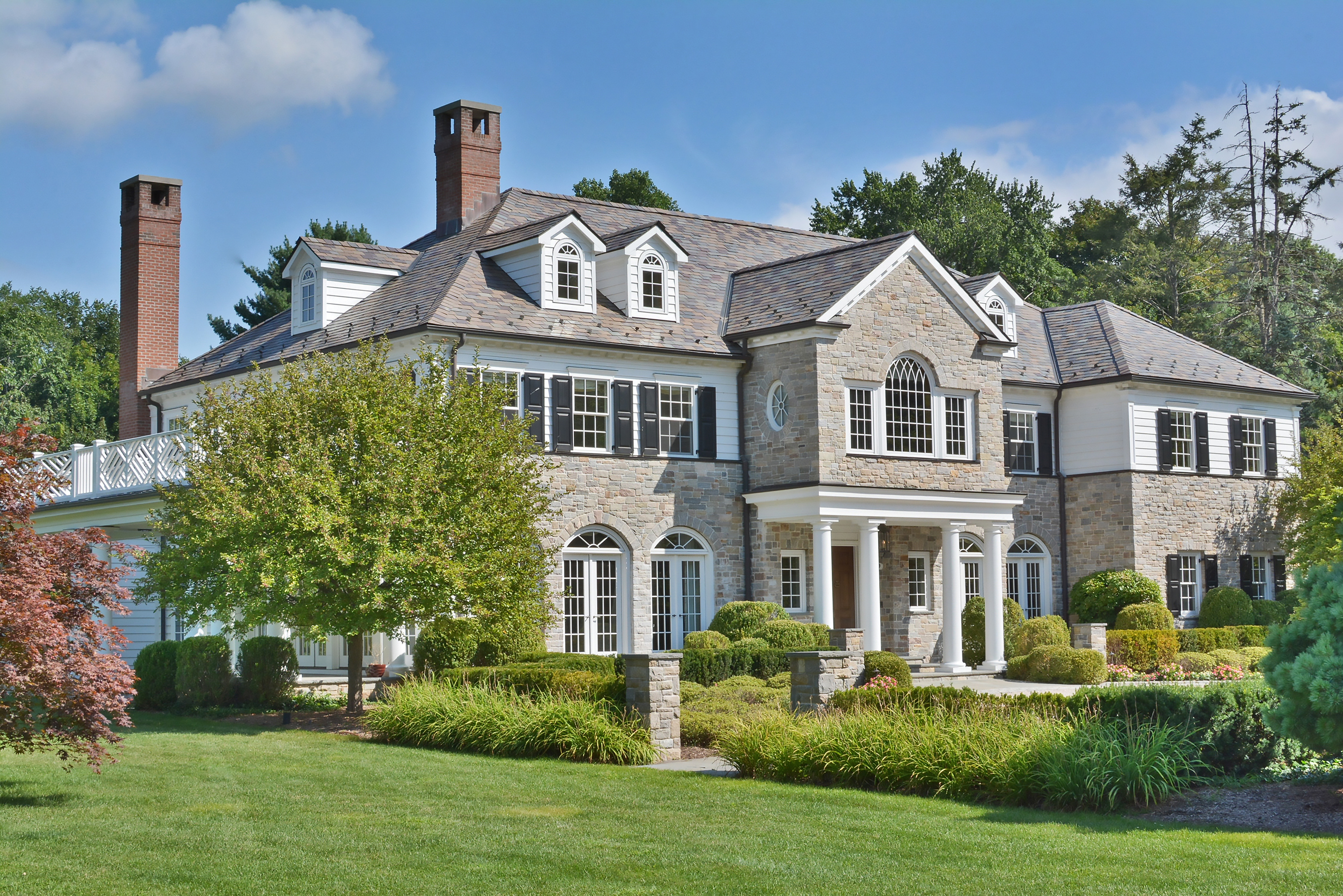 Villa per Vendita alle ore Timeless Tradition Meets Modern Living 9 Heathcote Road Scarsdale, New York 10583 Stati Uniti