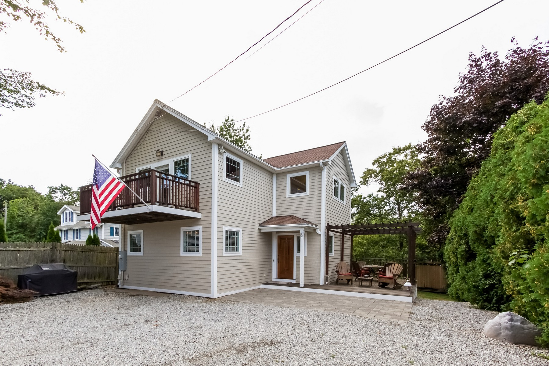 Maison unifamiliale pour l Vente à Beautiful Year Round Beach Home 30 2nd Ave Westbrook, Connecticut, 06498 États-Unis